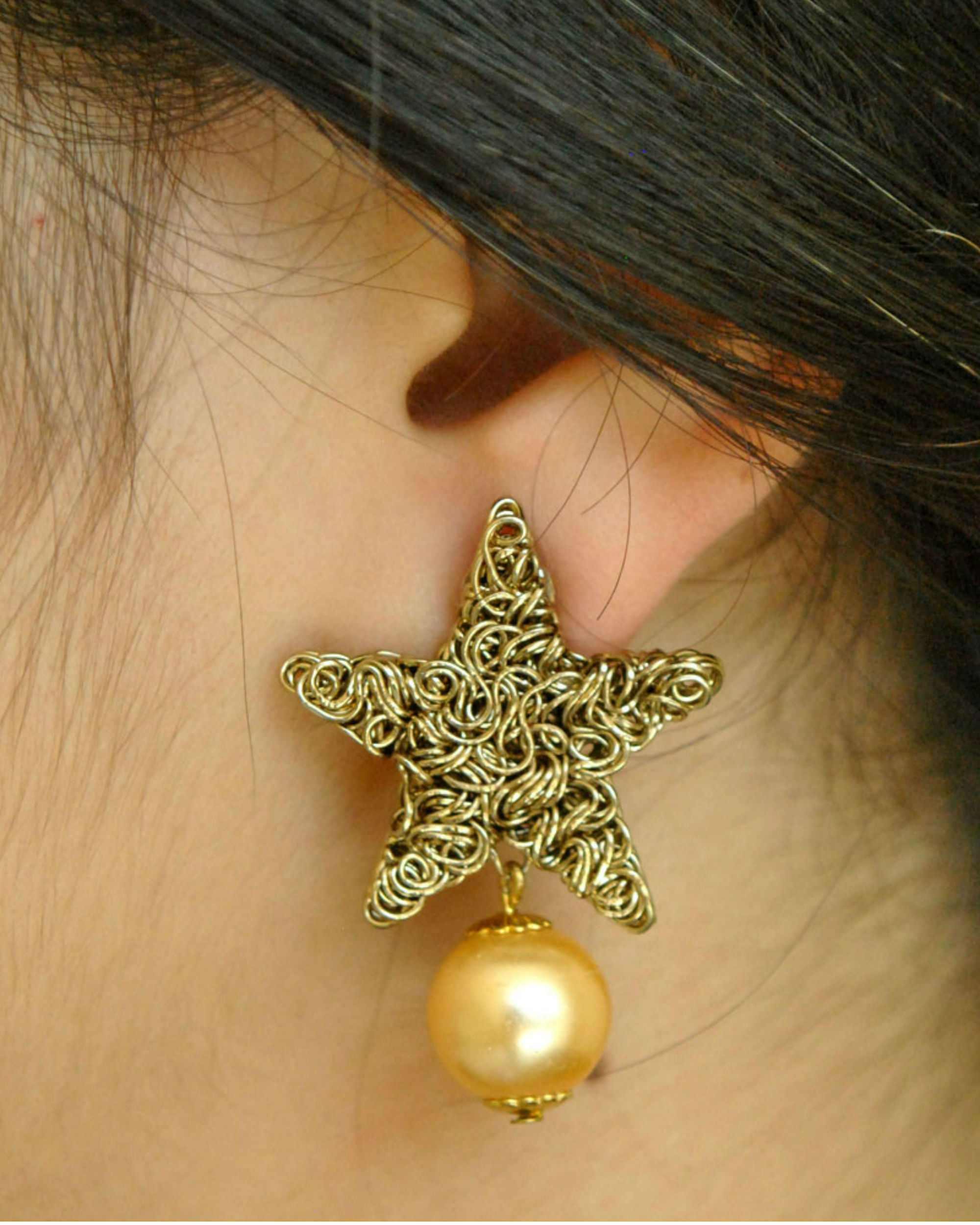 Star mesh earrings