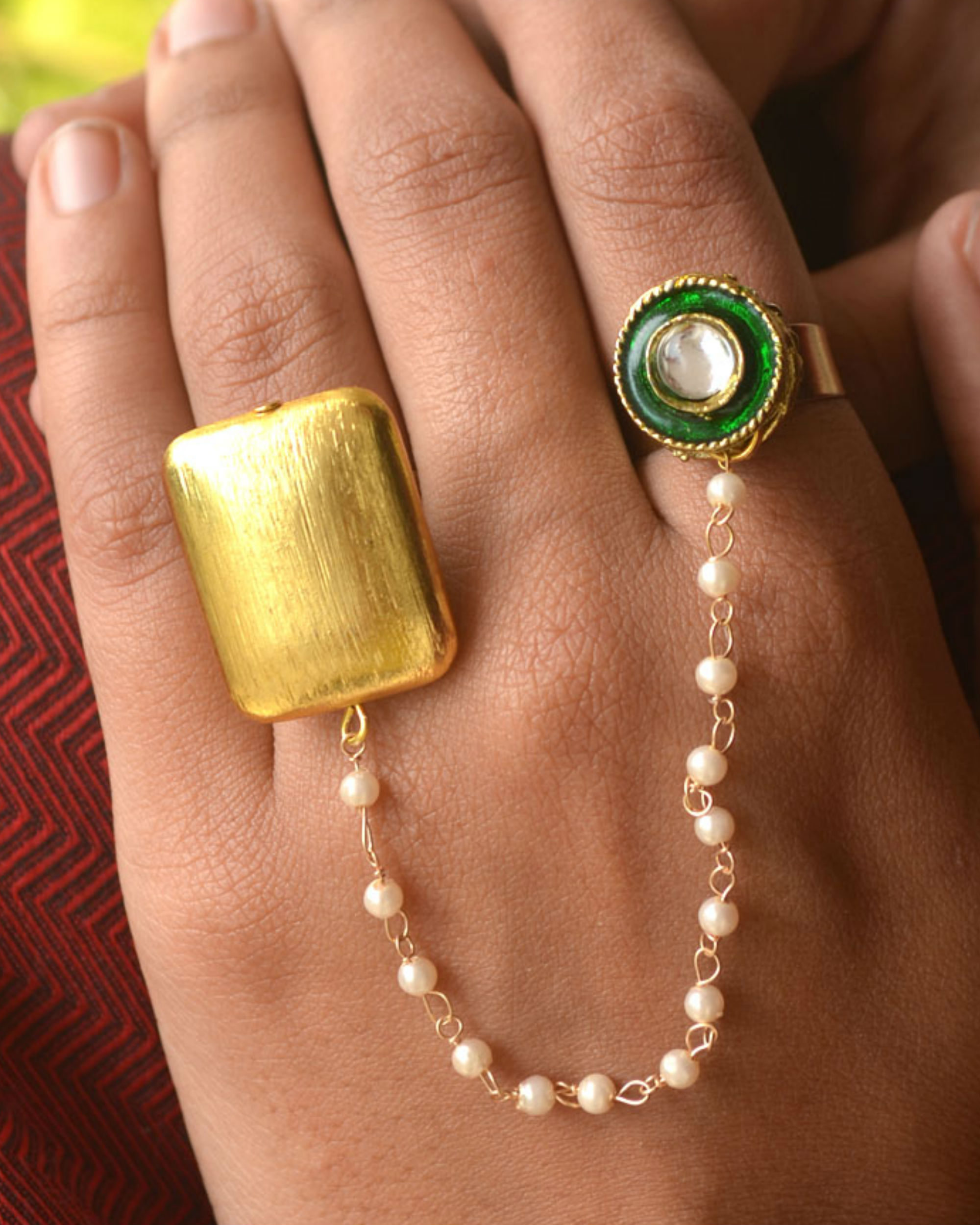 Two finger pearl ring