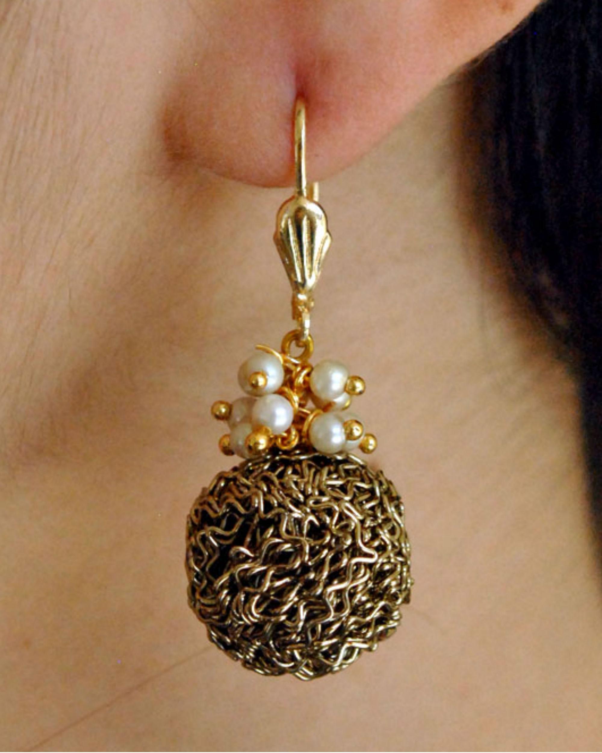 Mesh ball pearl earrings