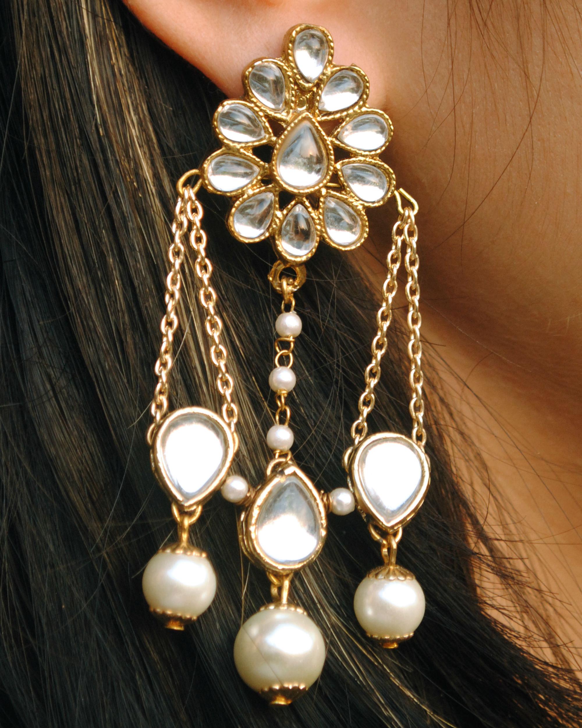 Kundan stud with dangling chain earrings