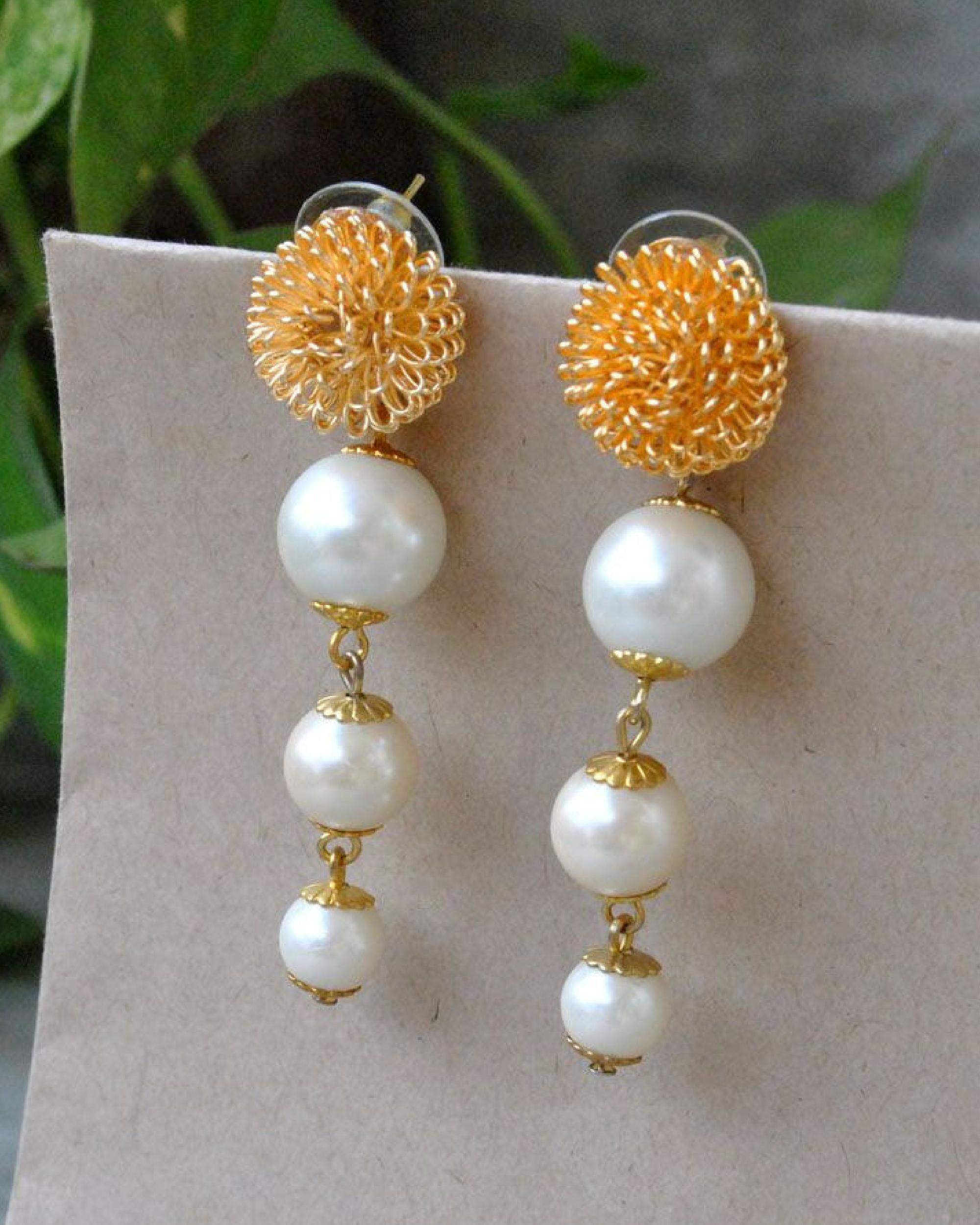 Pearl golden earrings