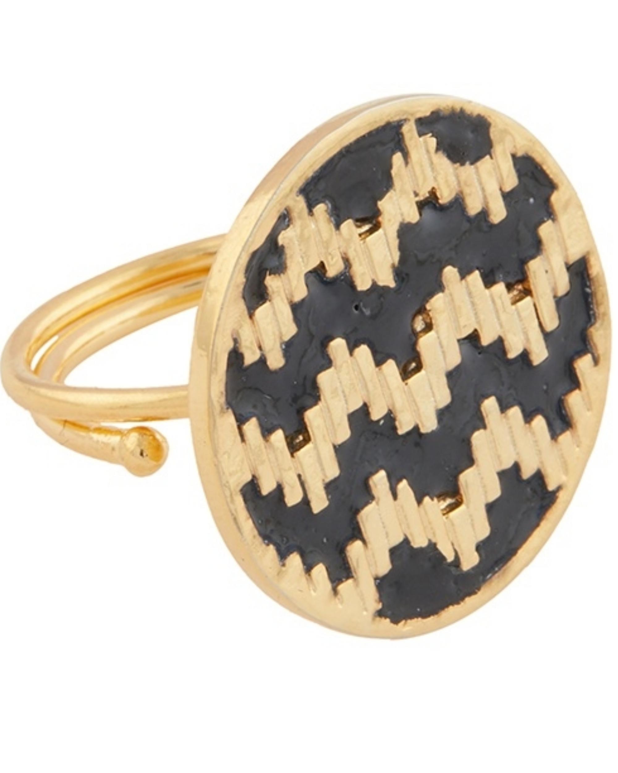 Round zig-zag pattern ring