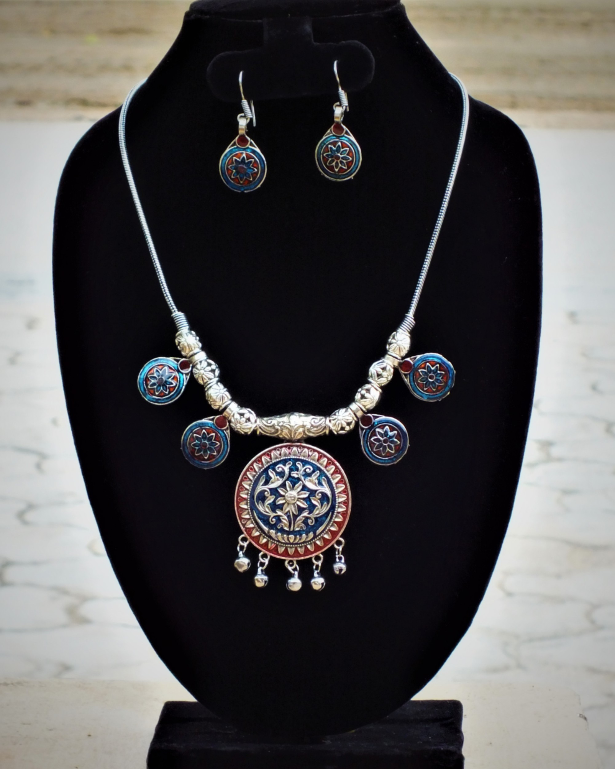 Blue and red chakra neckpiece with drop earrings set- Set of two