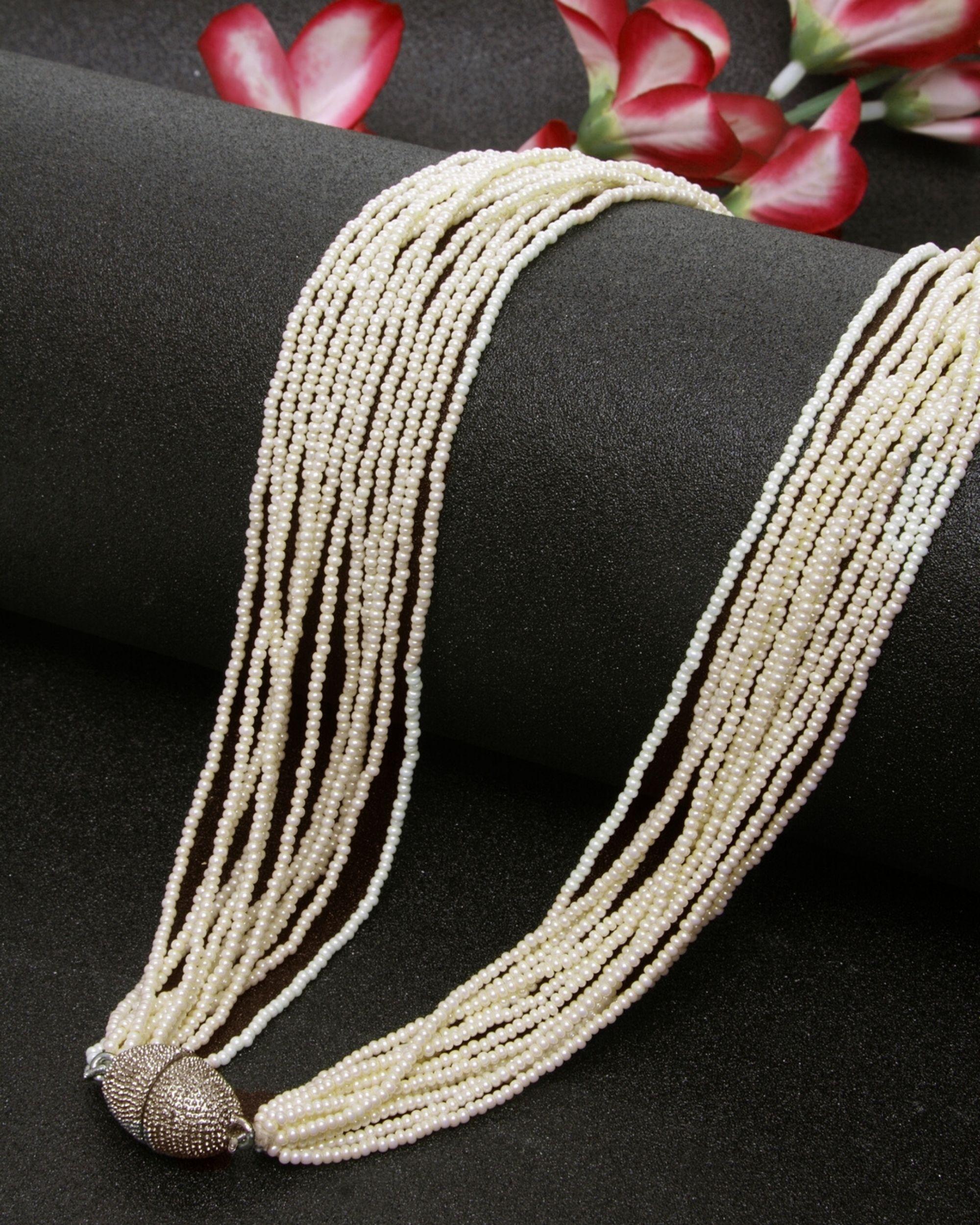 Pearl string neckpiece