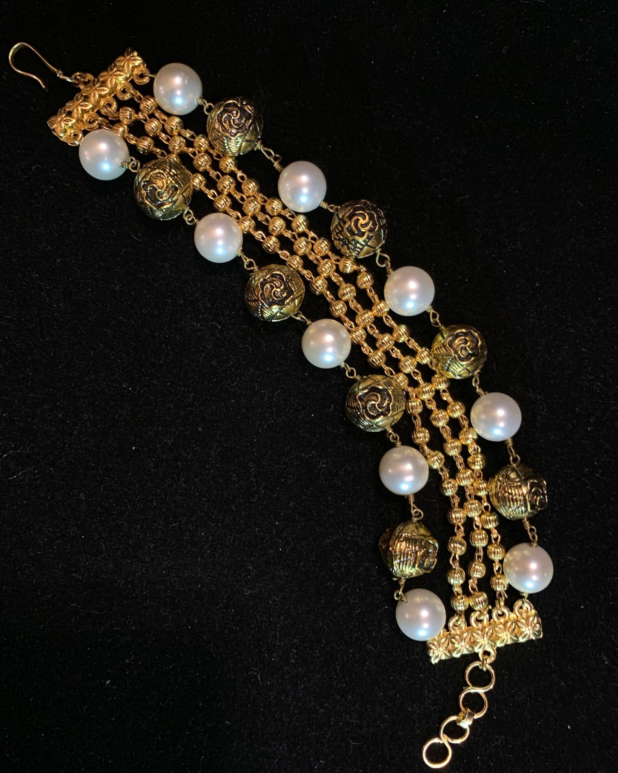 Cream shell pearls and beads bracelet