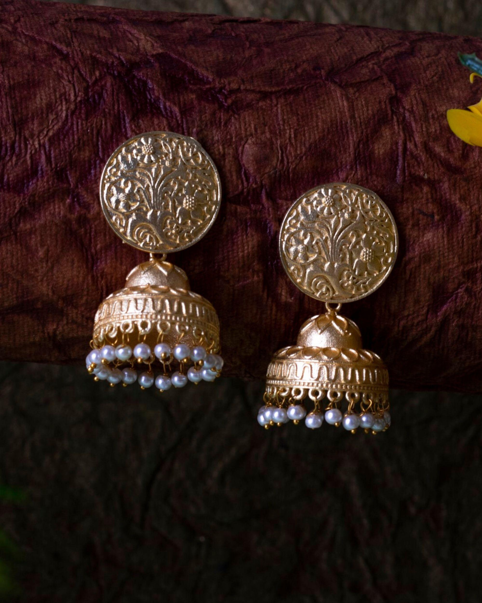 Floral engraved chakra motif pearl jhumka