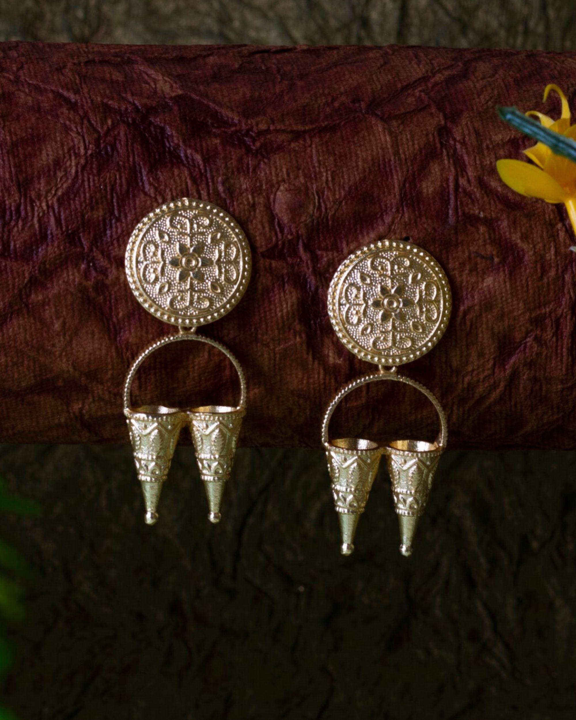 Floral motif twin funnel earring