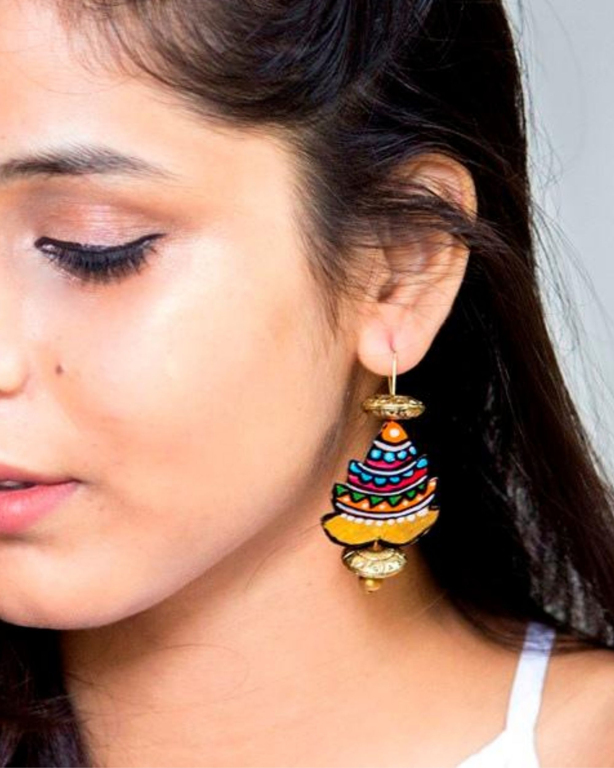 Pine tree motif hook earring
