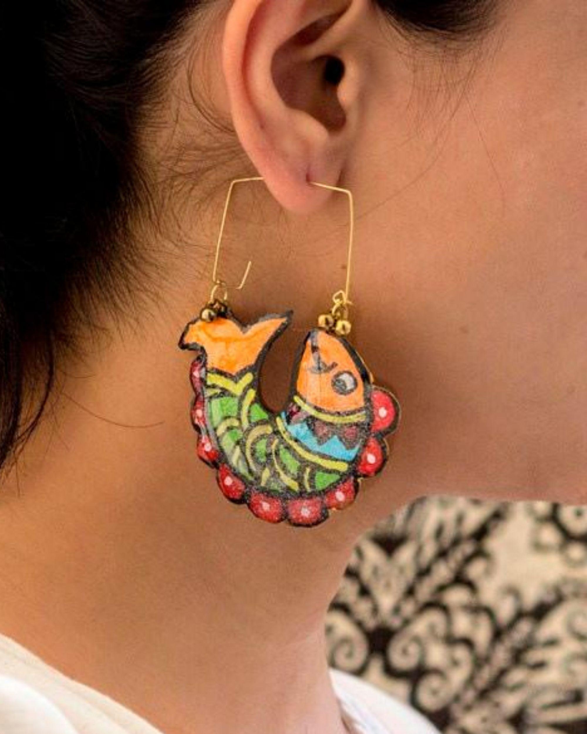 Multicolour fish motif hoop earring
