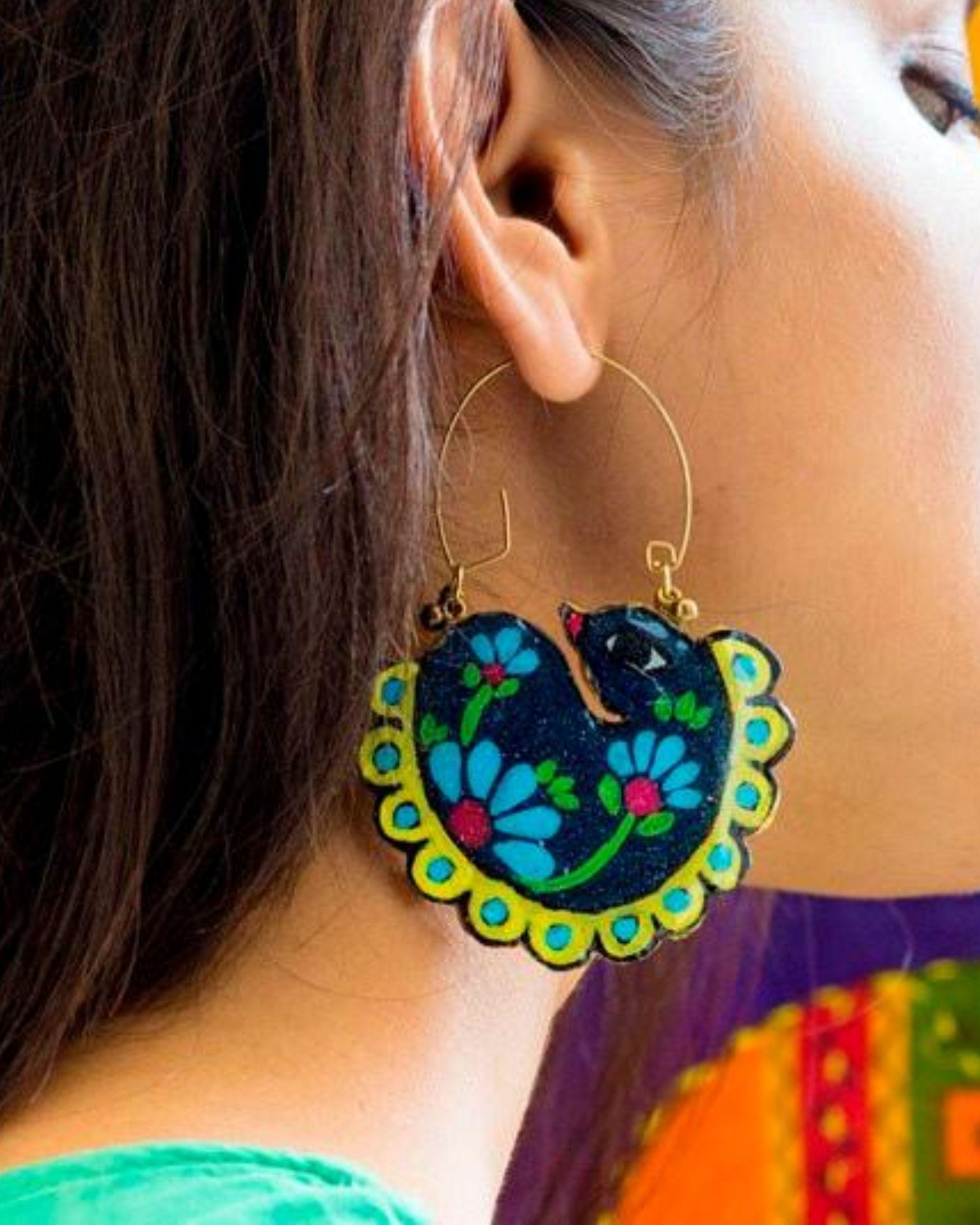 Swan motif hoop earring