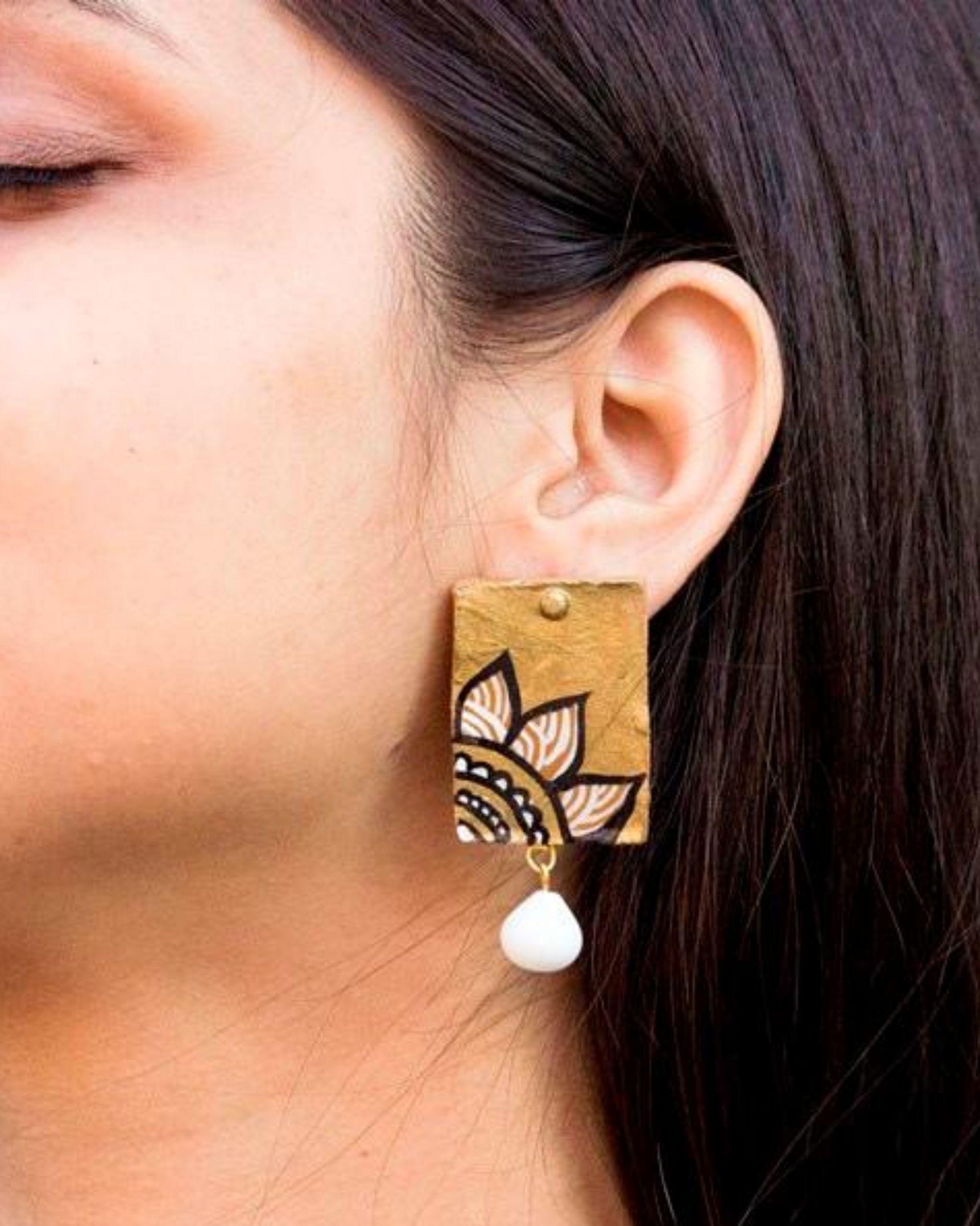 Floral motif block shaped earring