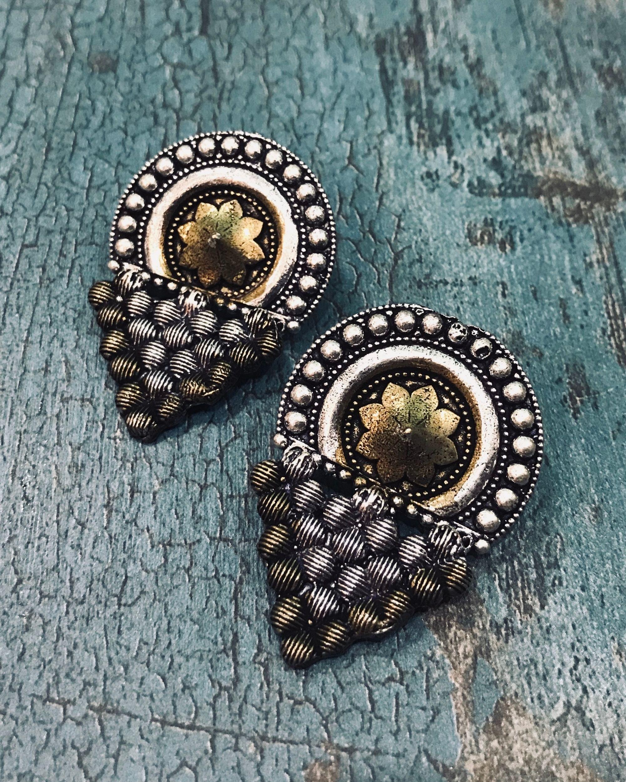 Dual toned flower motif earring