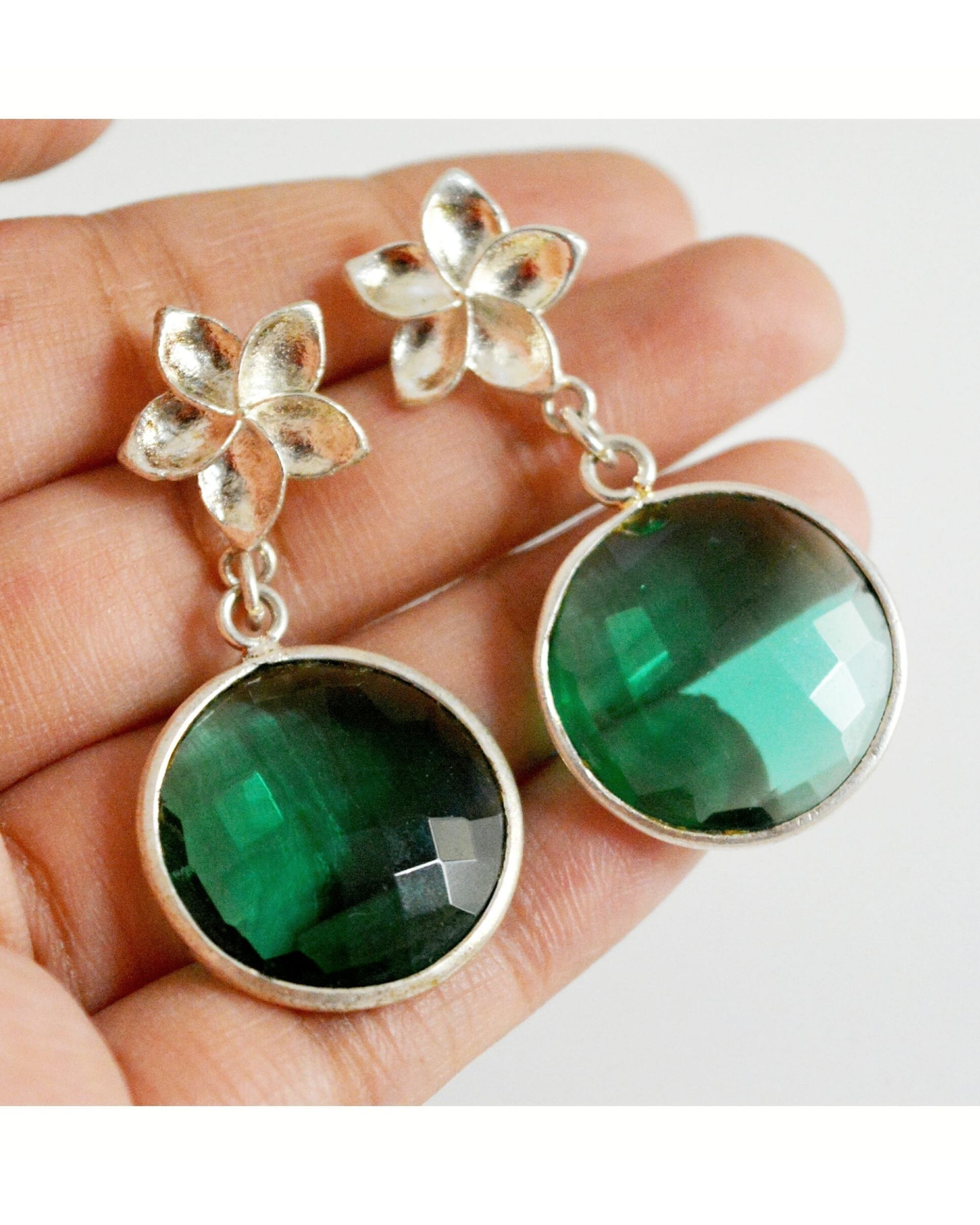Green onyx flower round earring
