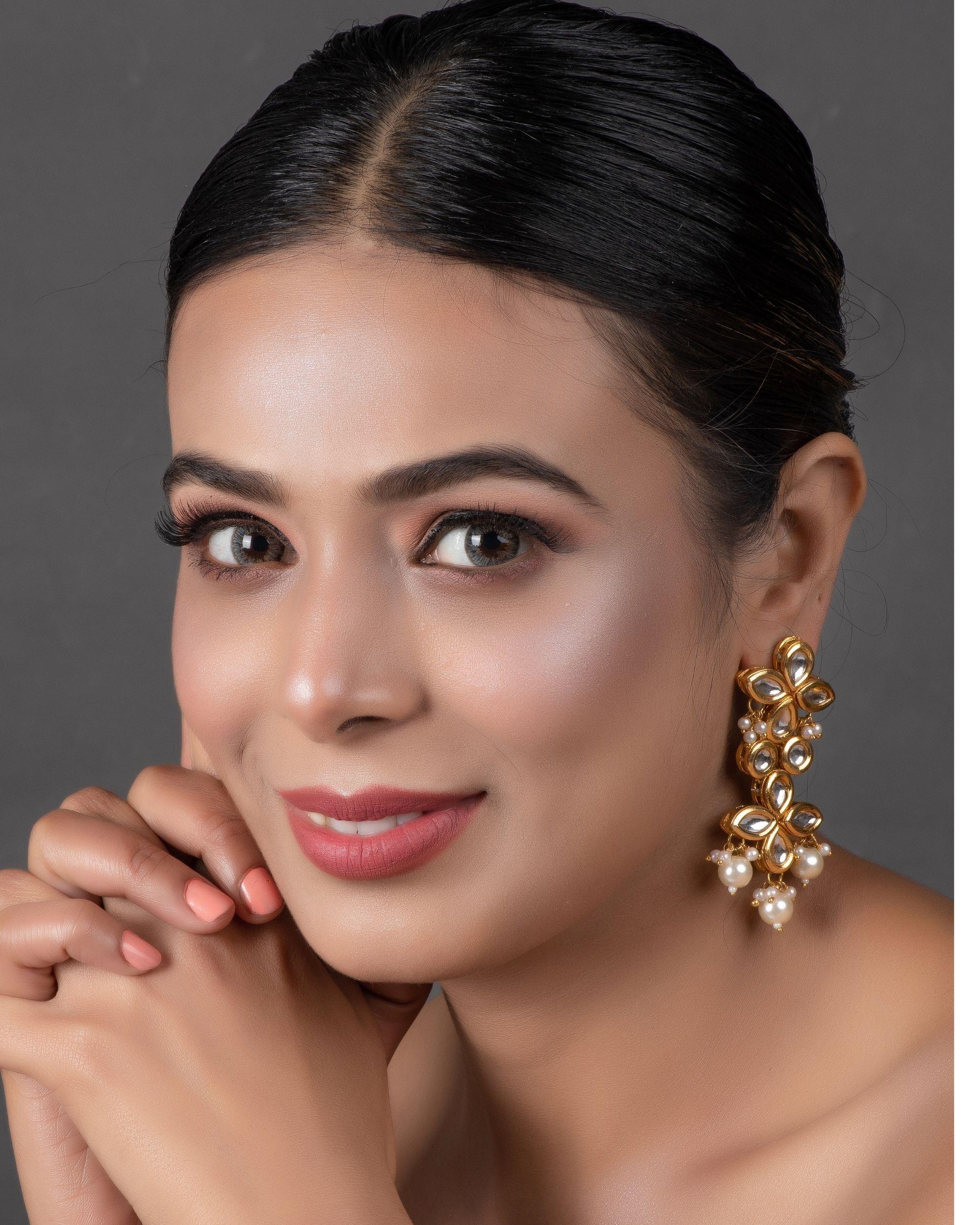 Tiered kundan and pearl drop earrring