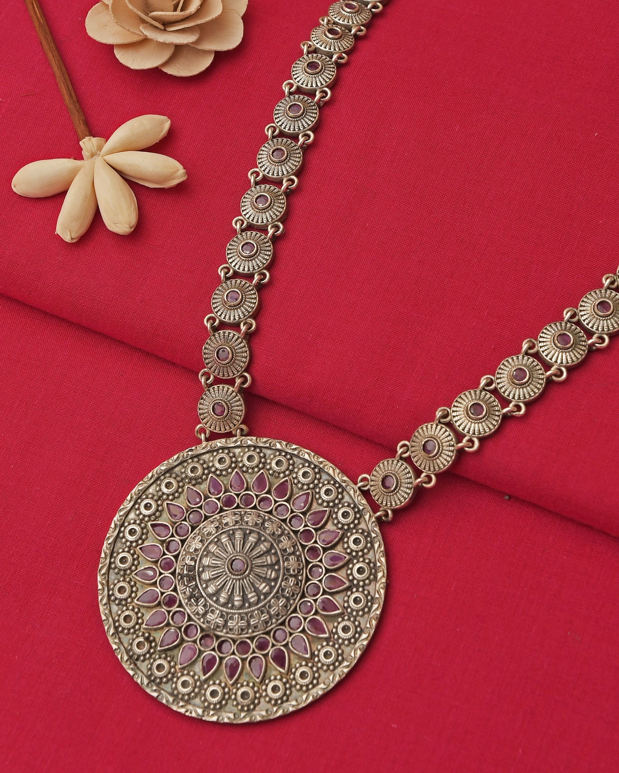 Rounded pattern brass neckpiece