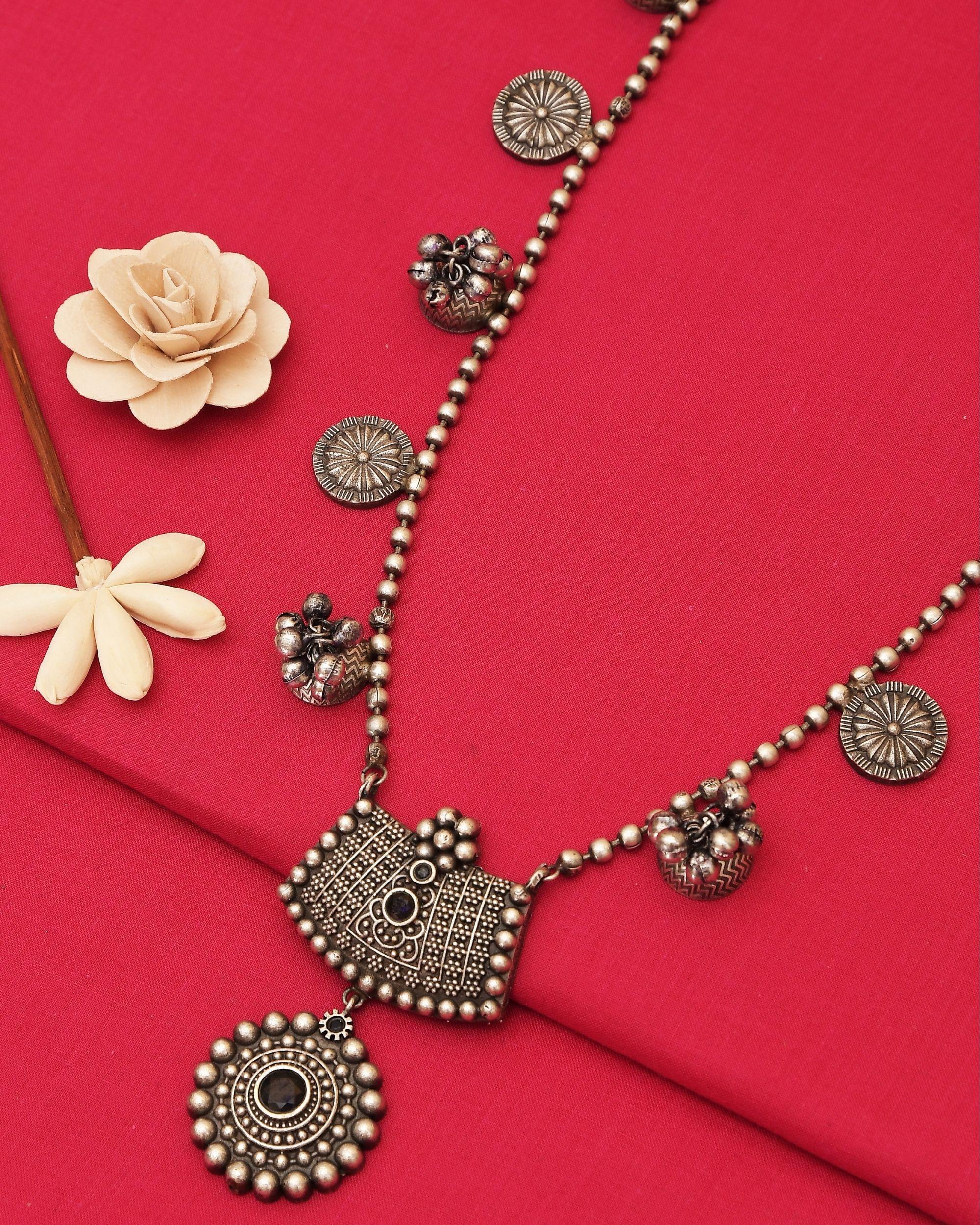 Floral engraved beaded neckpiece