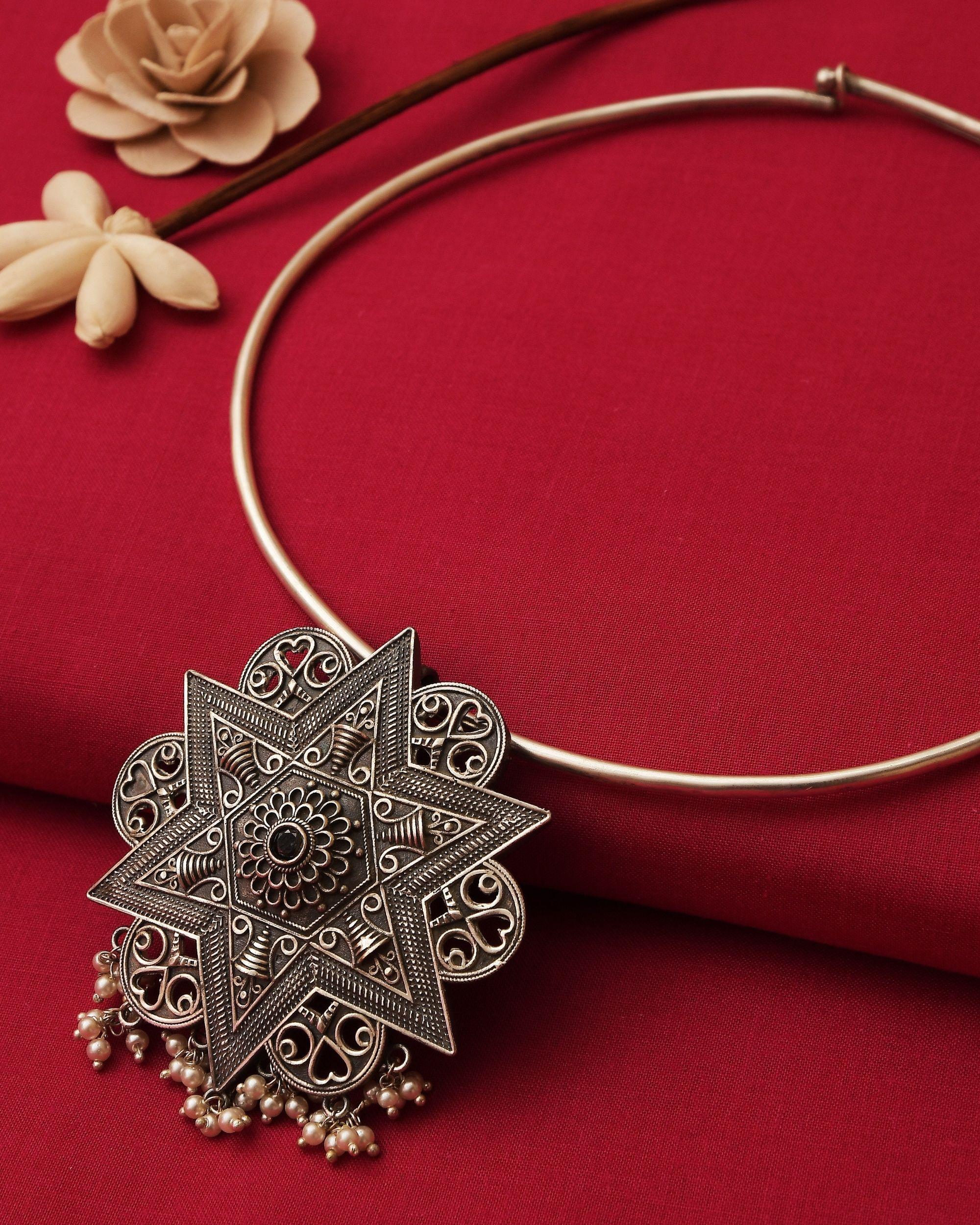 Star engraved neckpiece