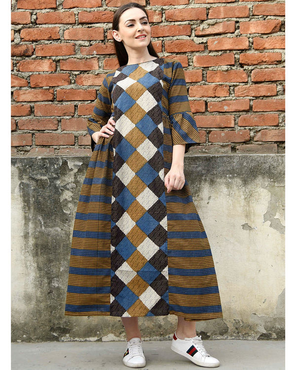 Criss cross flared sleeves dress