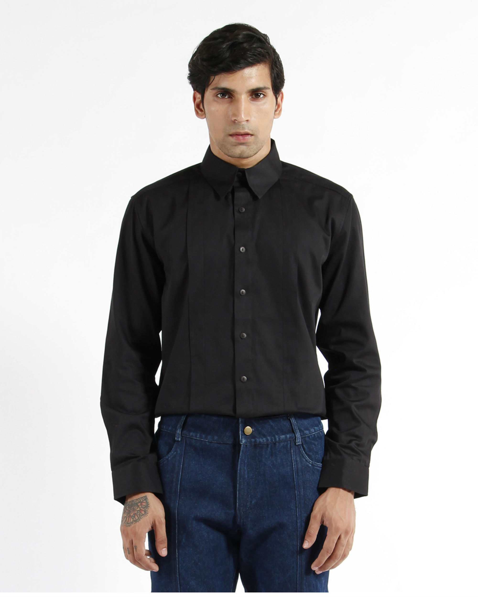 Black cotton satin pleated shirt