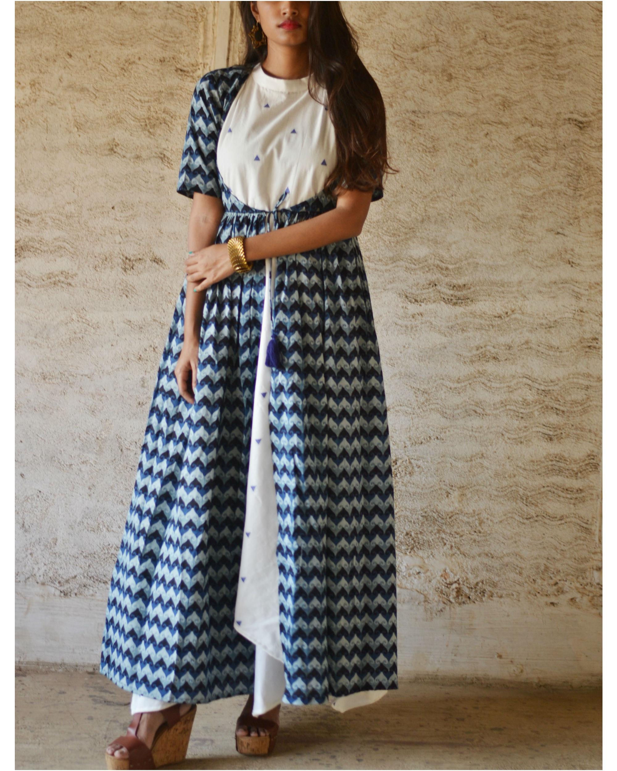 Blue zigzag print cape set