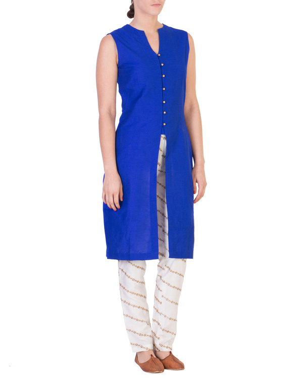 Blue solid straight tunic with tapered printed pants in off white
