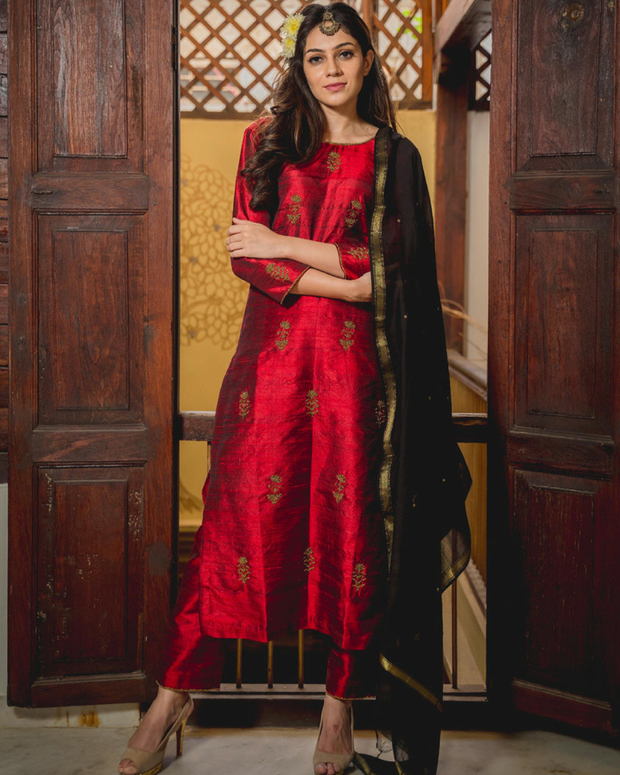 Ruby aari kurta set with dupatta