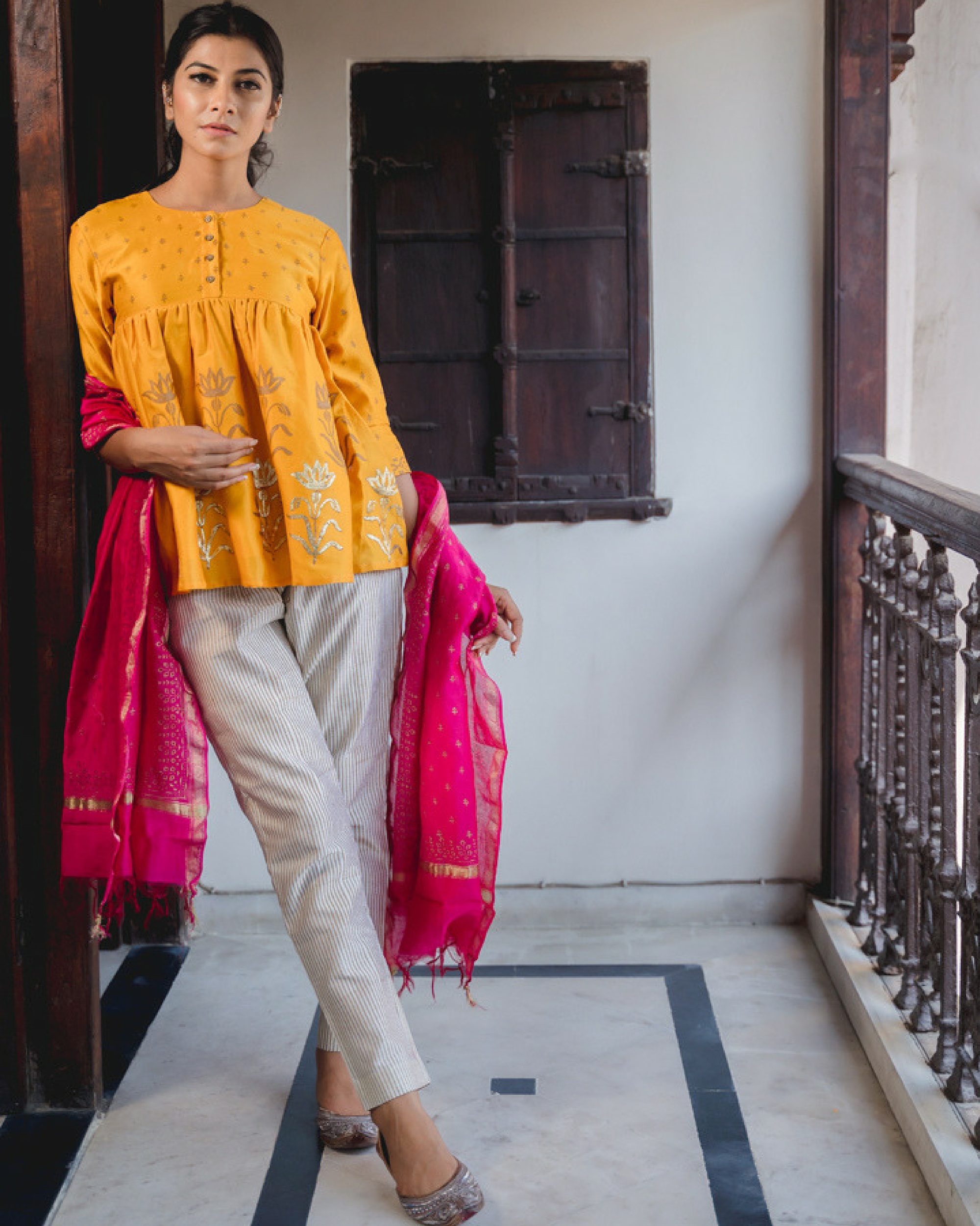 Adaa peela short kurta set with dupatta