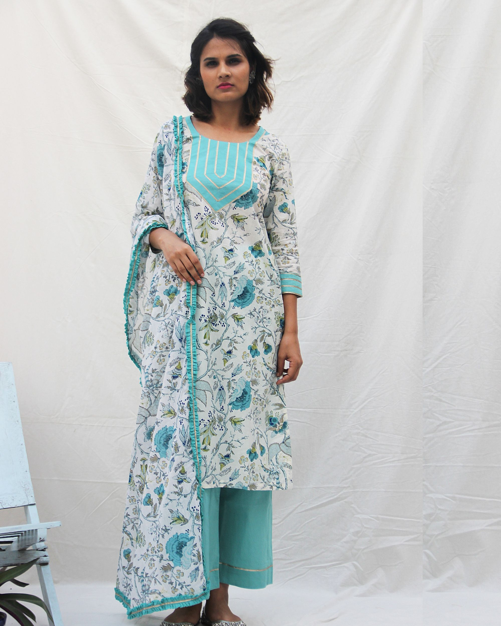 Printed kurta with gota work on neck and plain pants- set of two