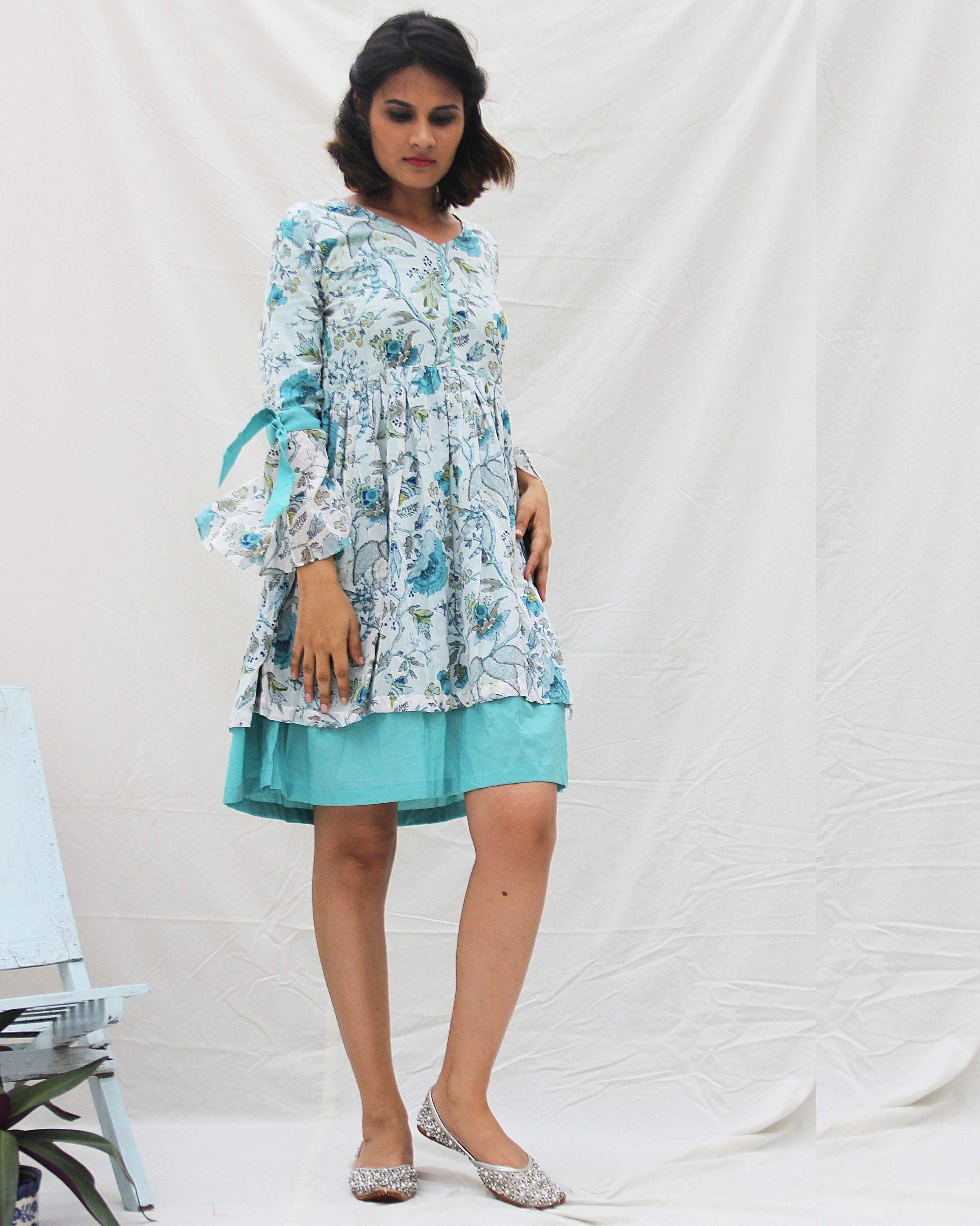 Bell sleeve knot detailed flared dress