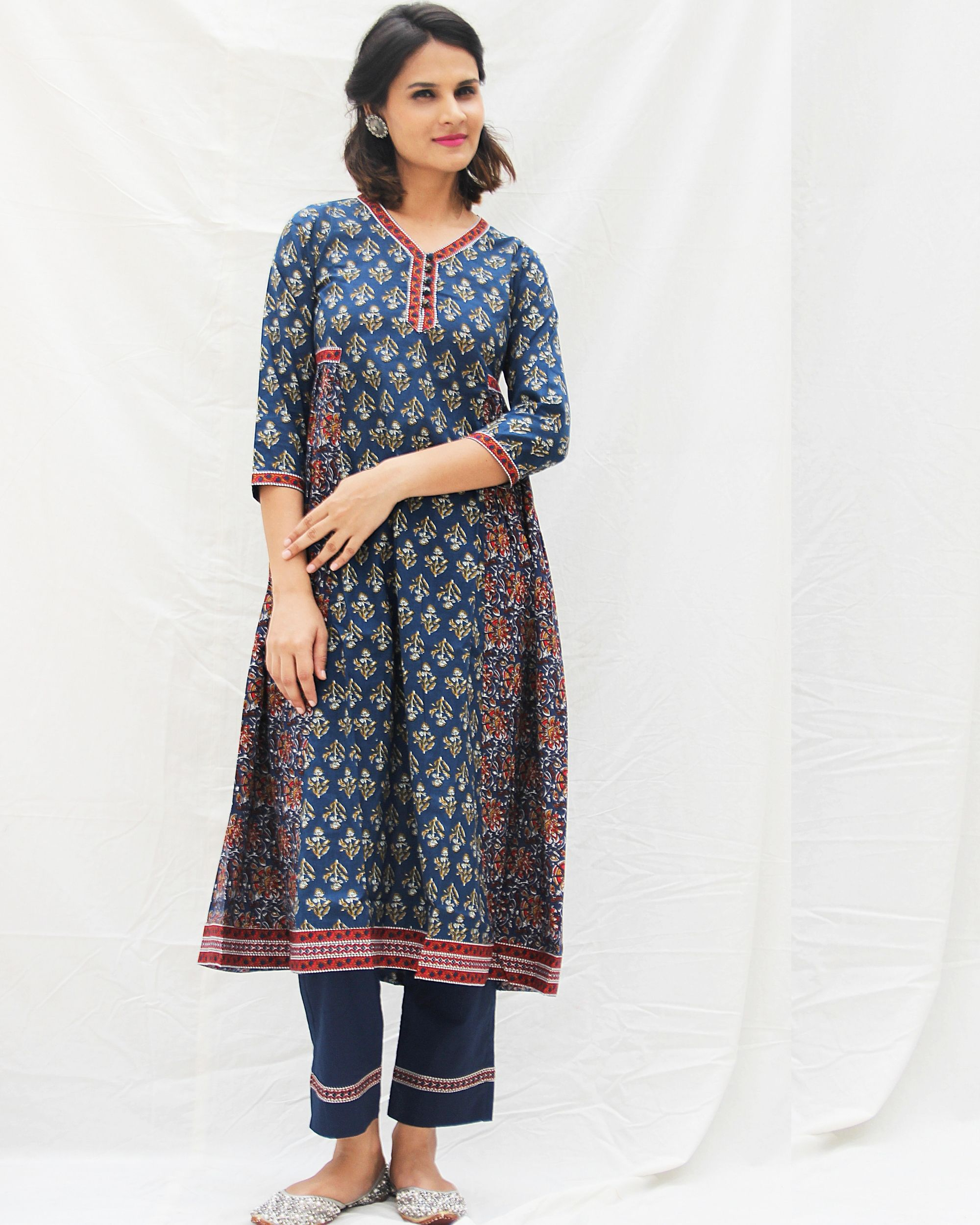 Navy blue printed kurta with straight pants- set of two