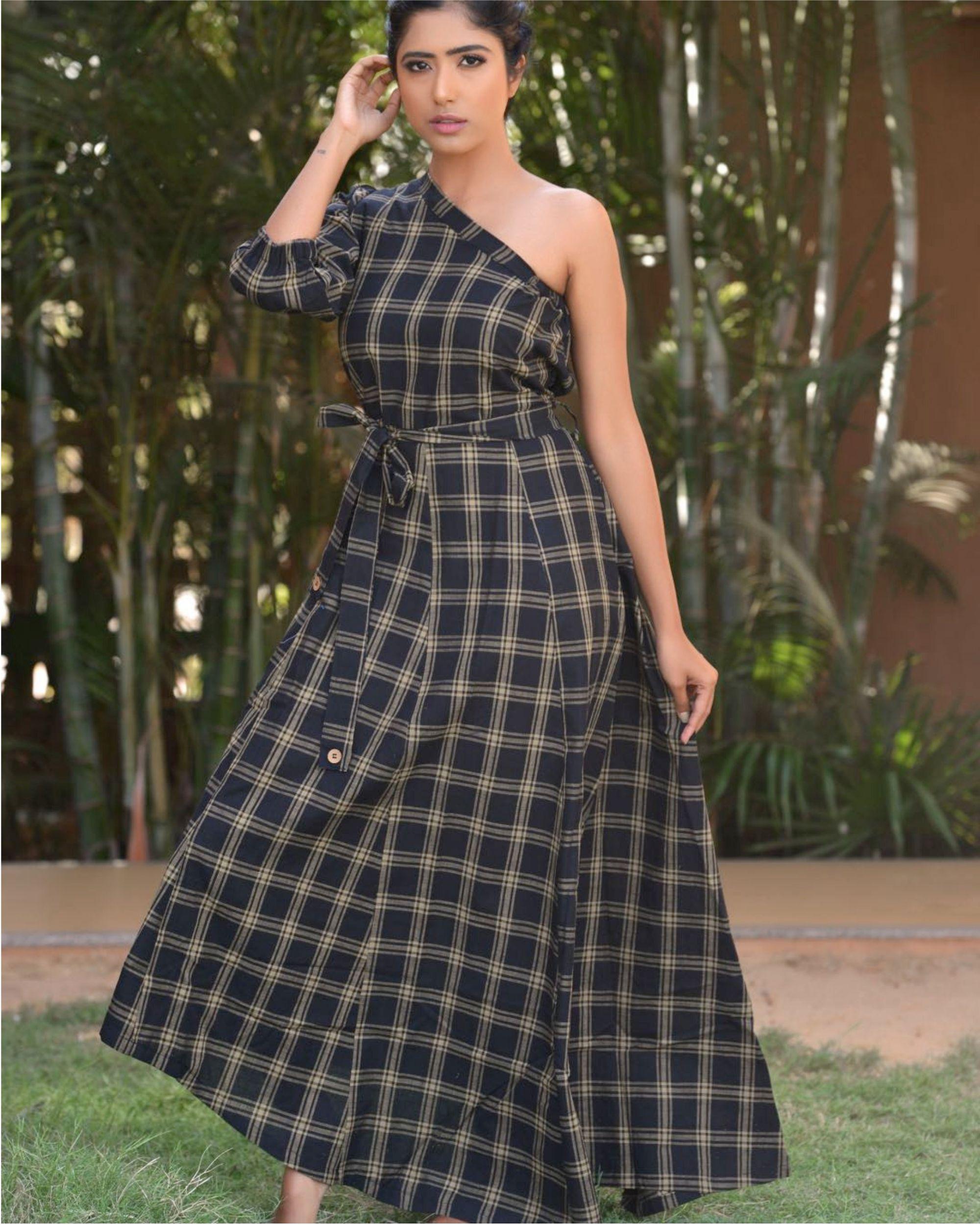 Asymmetric shoulder sleeve dress