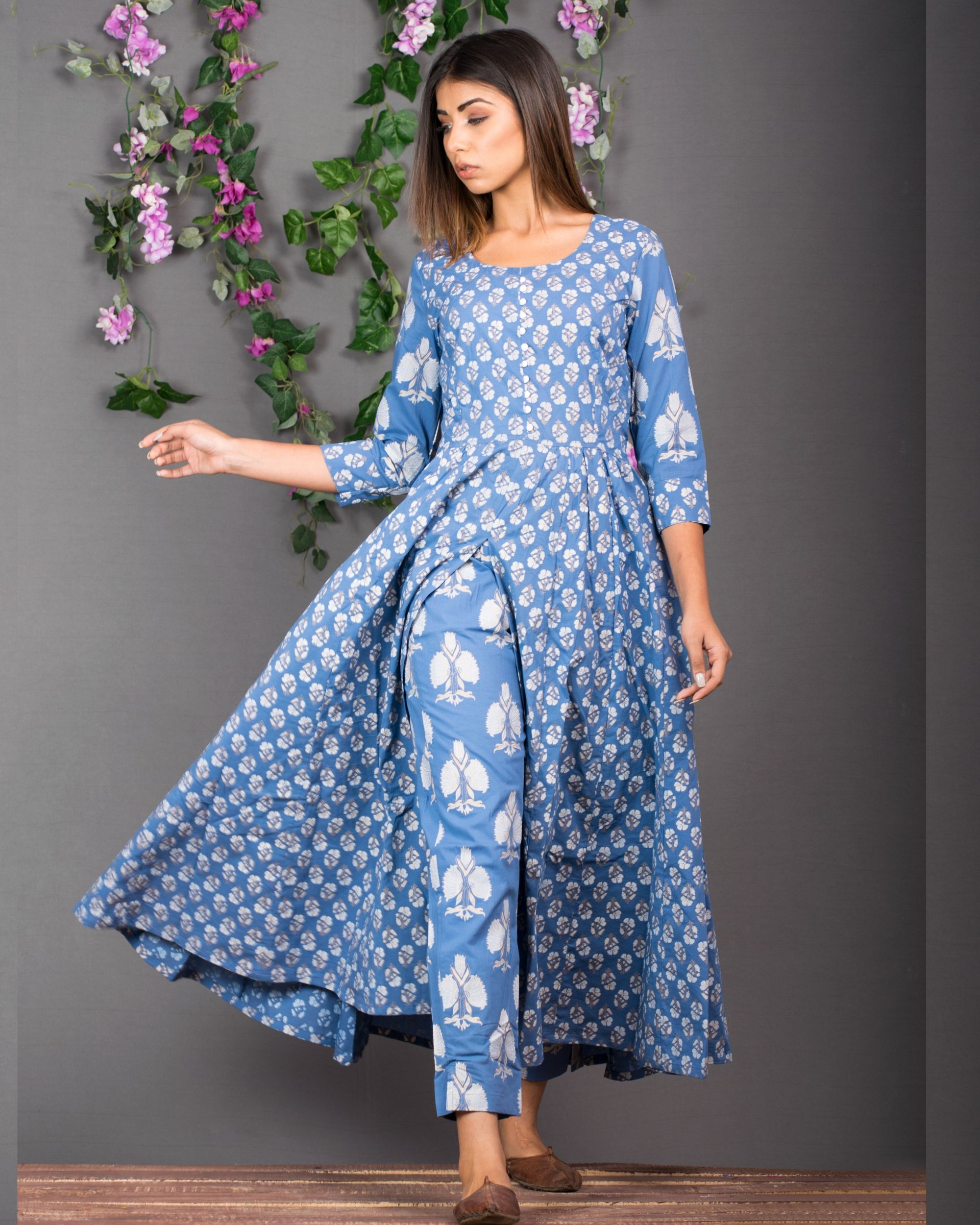 Blue front slit kurta with pants- set of two