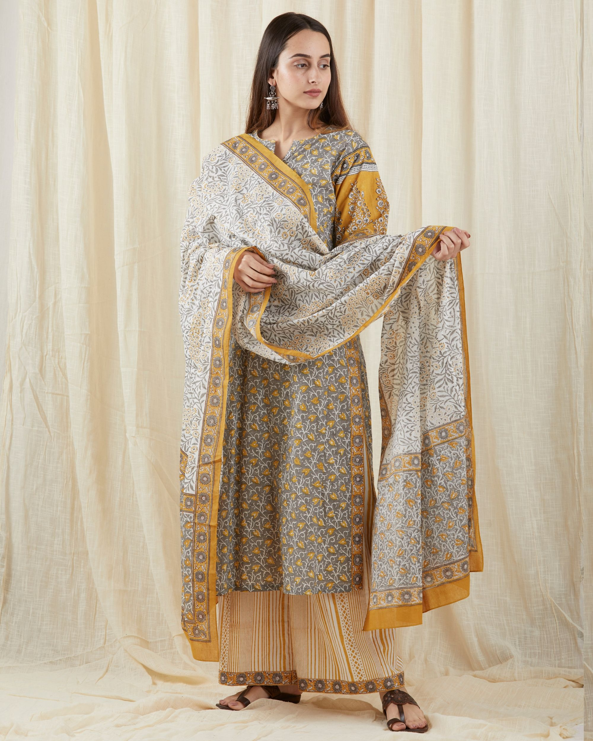 Grey chinar suit set - set of three