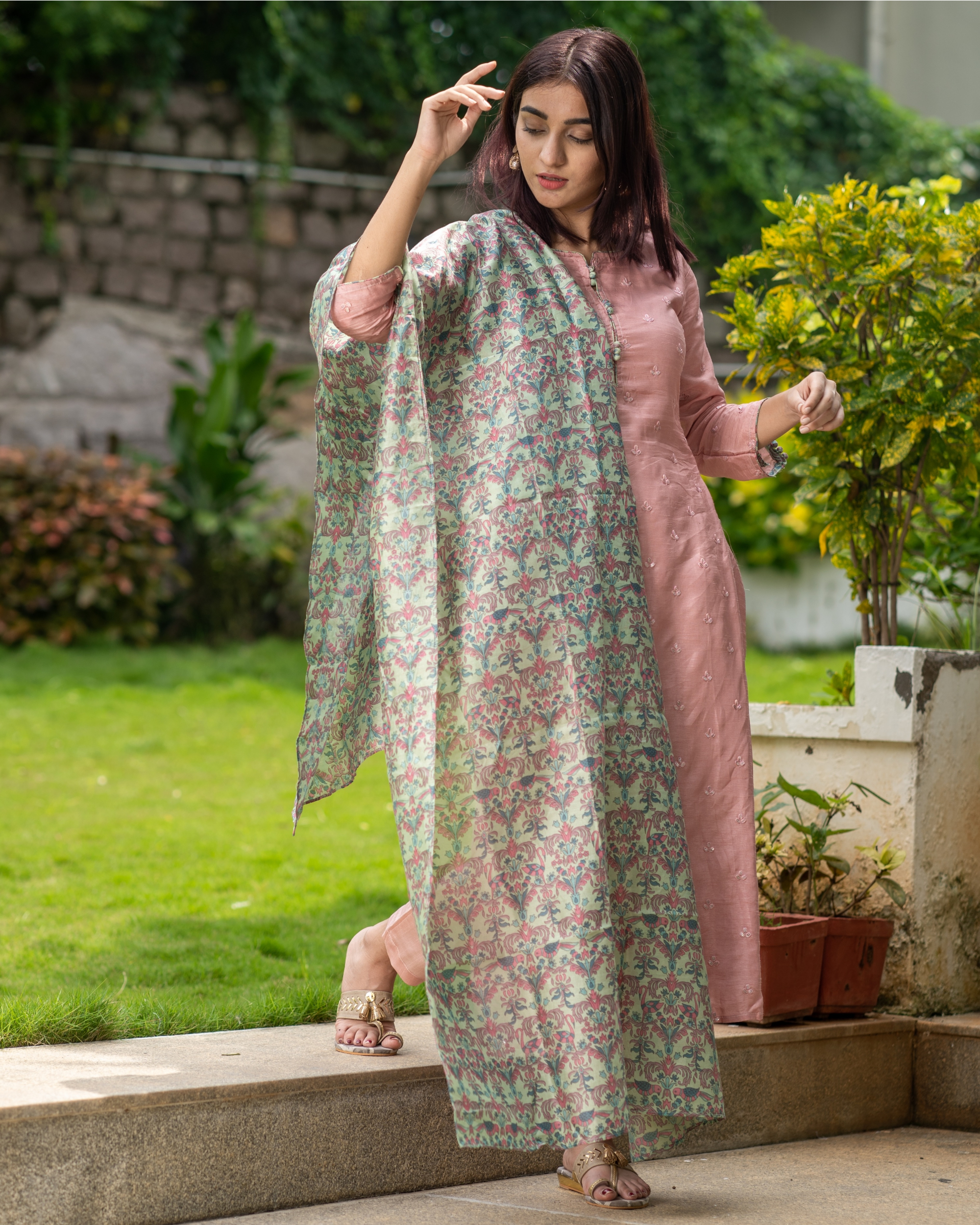 Salmon pink embroidered kurta with chanderi bird print dupatta - Set of Two