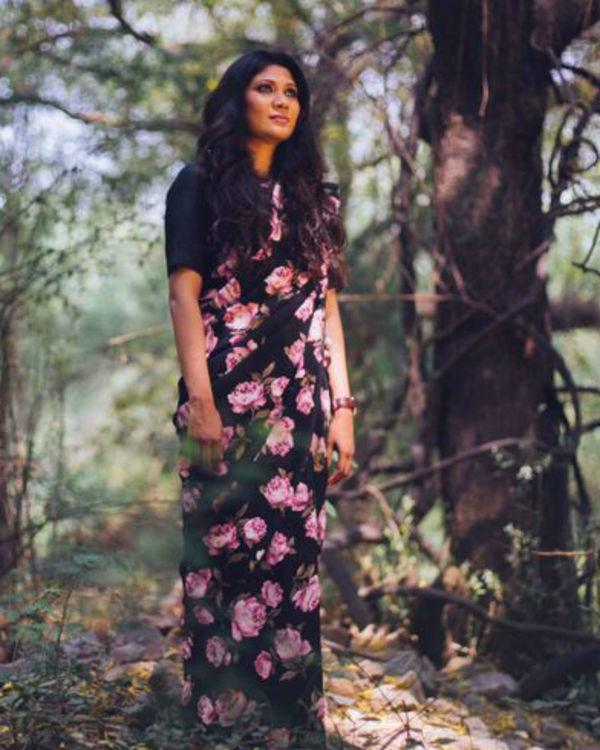 Georgette saree featuring vintage floral print