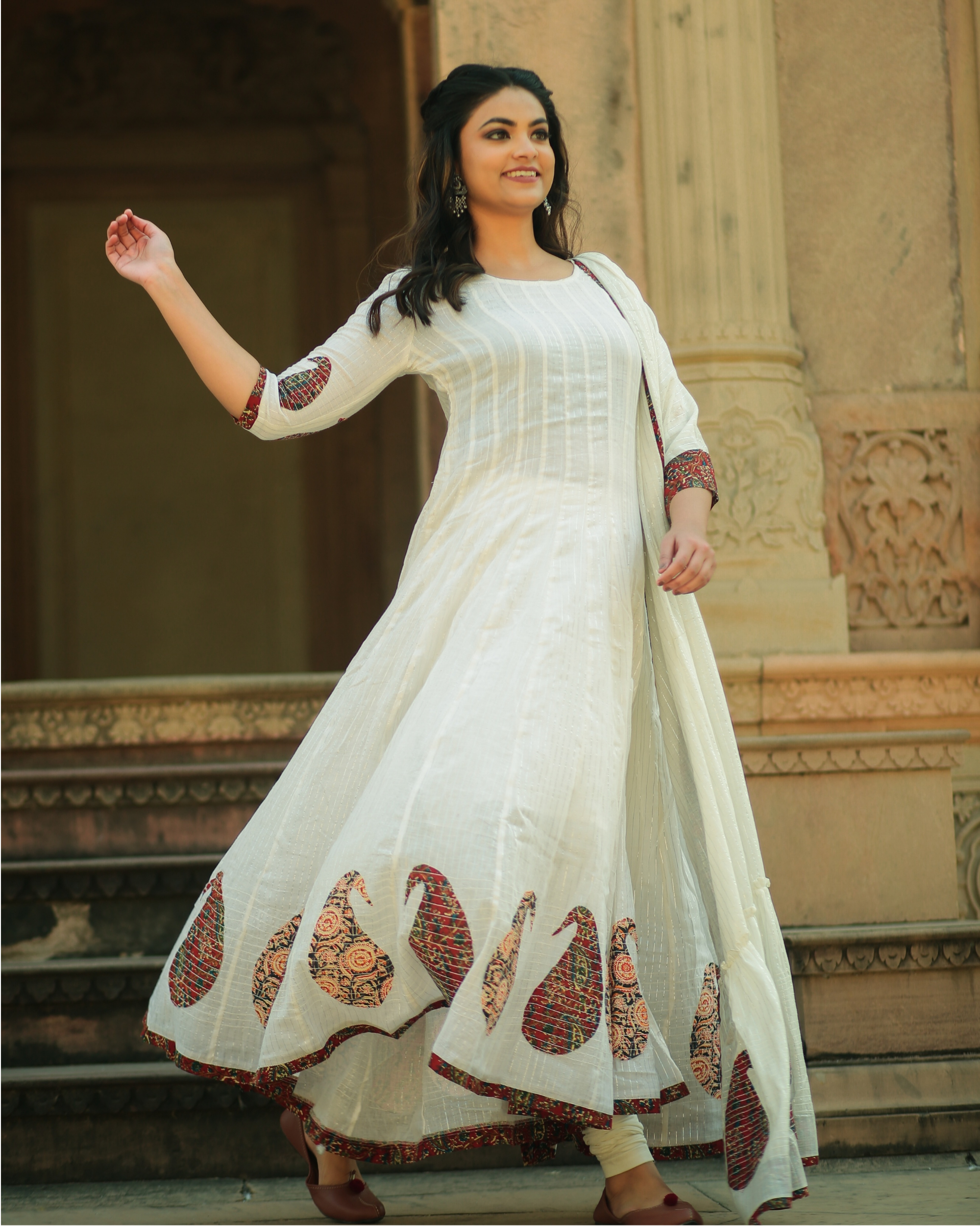 White paisley flared anarkali and pants with dupatta- set of three