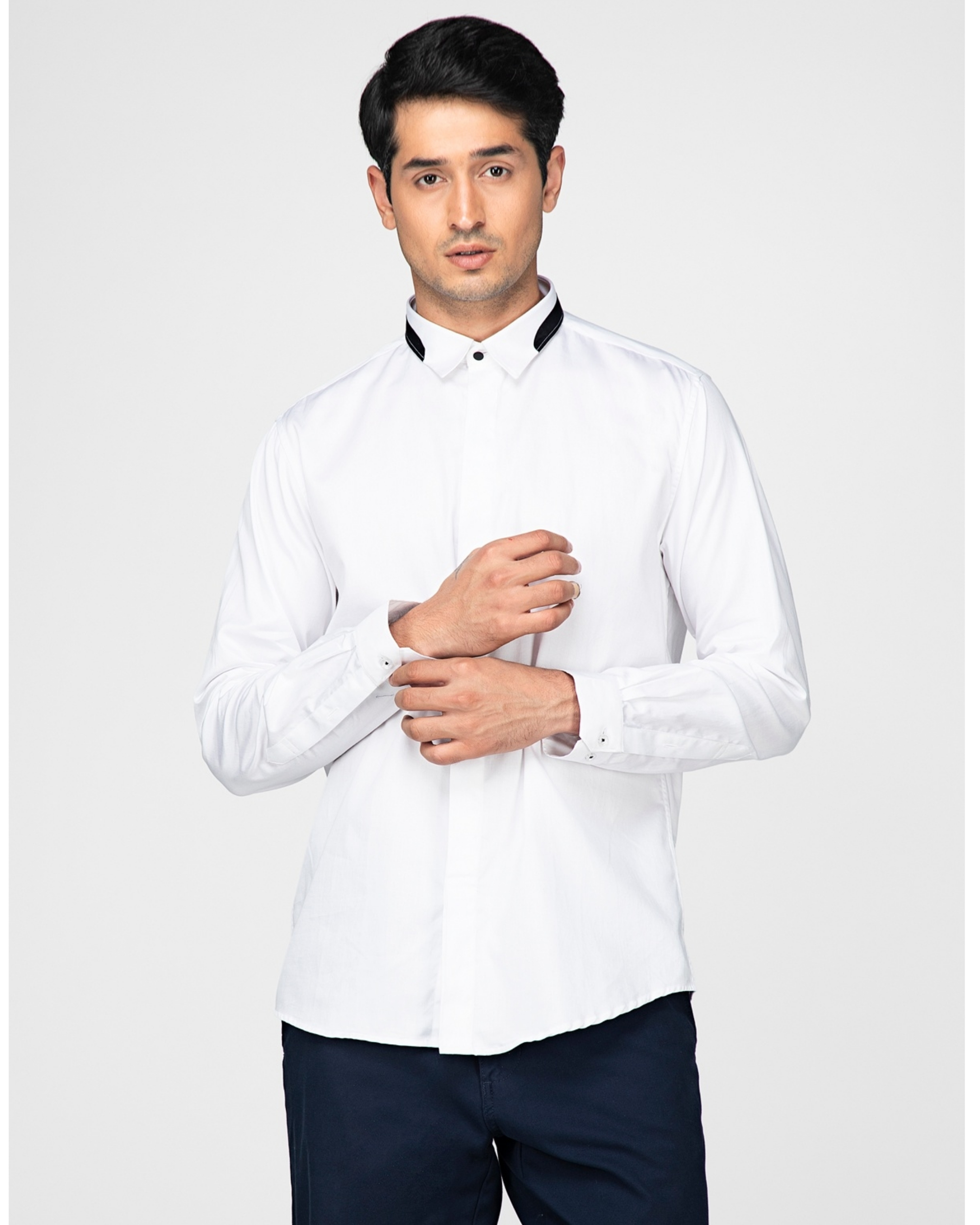 White casual shirt with contrast paneled collar