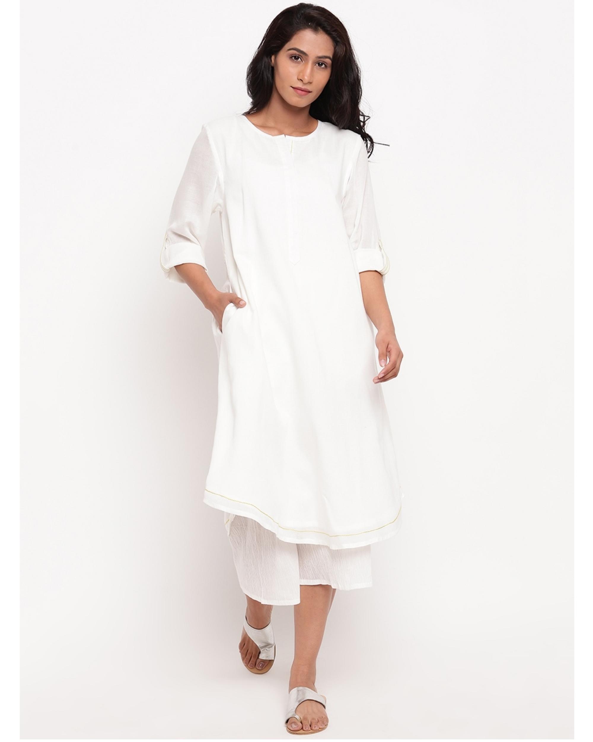 White flap sleeve kurta with pockets