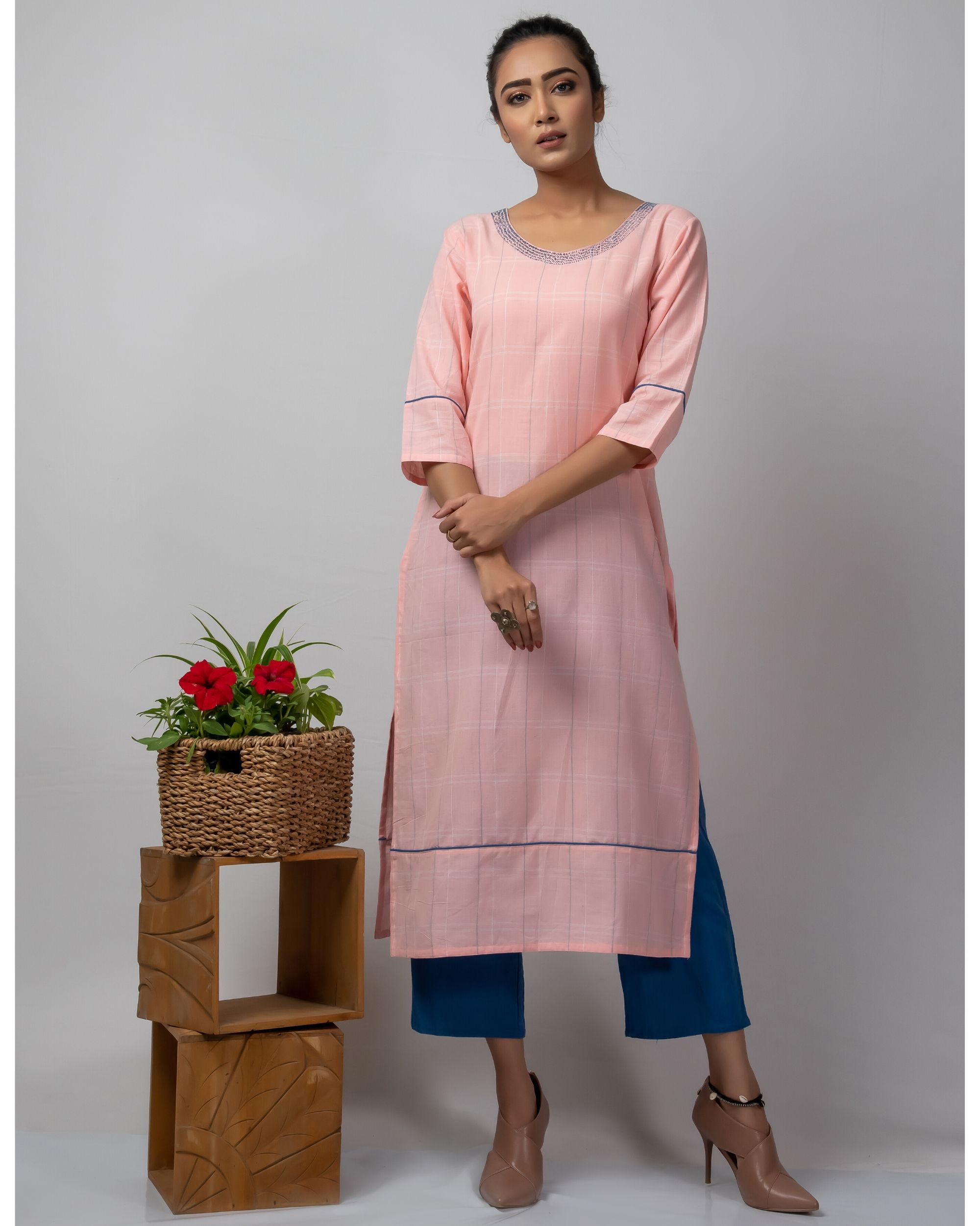 Pink checkered straight kurta with kantha work