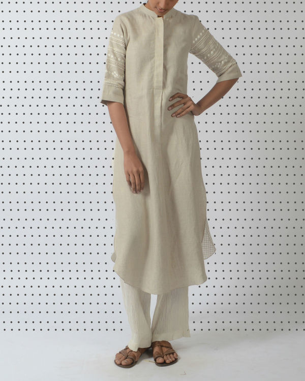 Beige linen tunic with embroidered sleeves