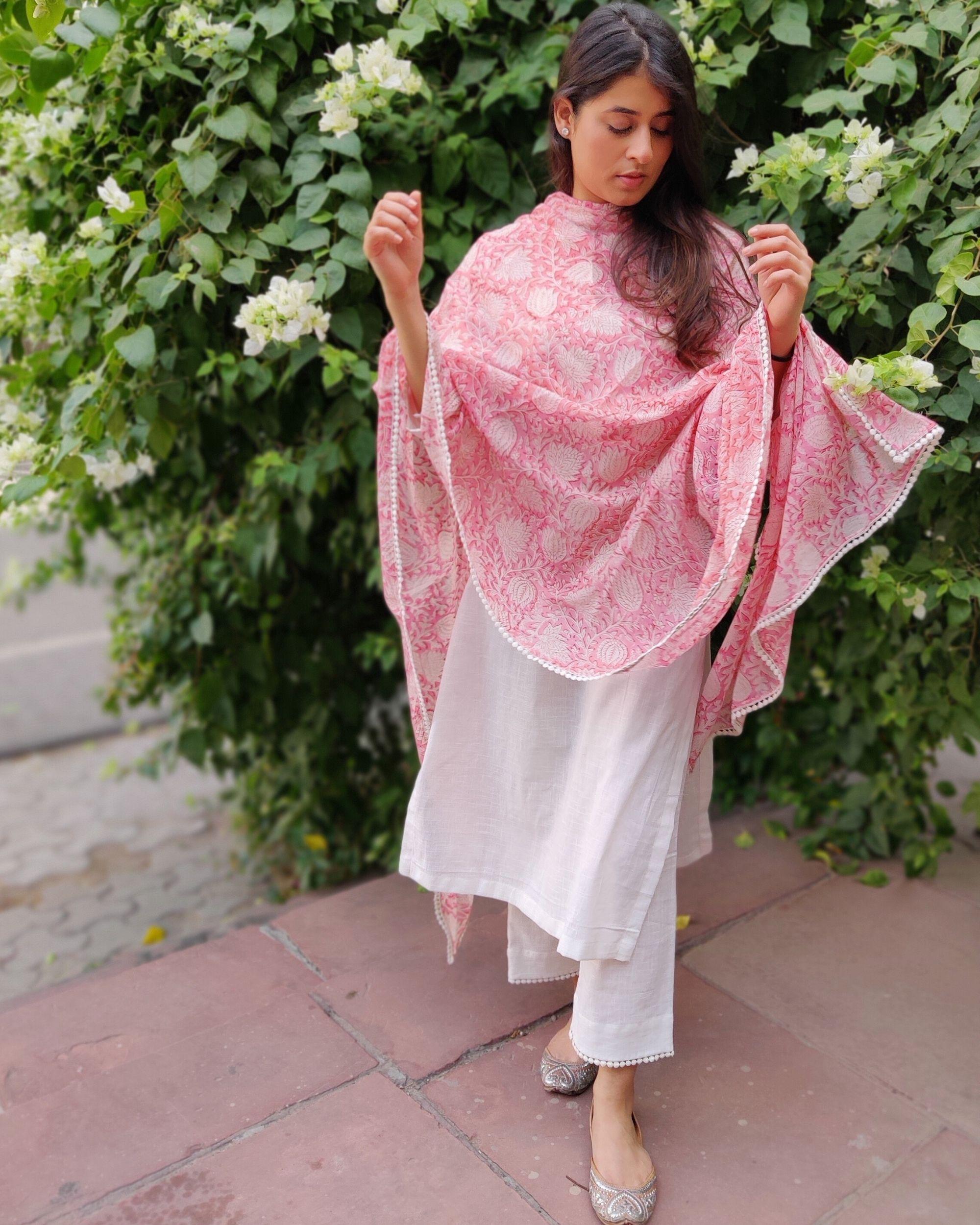White linen kurta and pants with pink block printed dupatta- Set Of Three