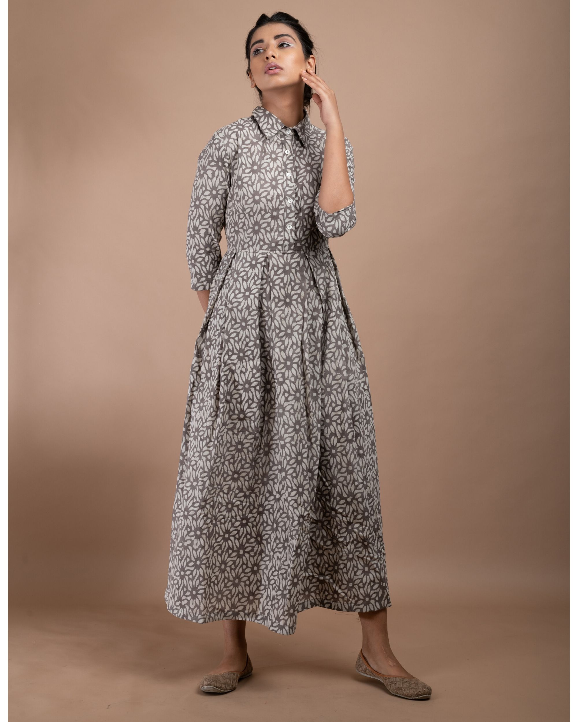 Grey and white floral pleated collar dress