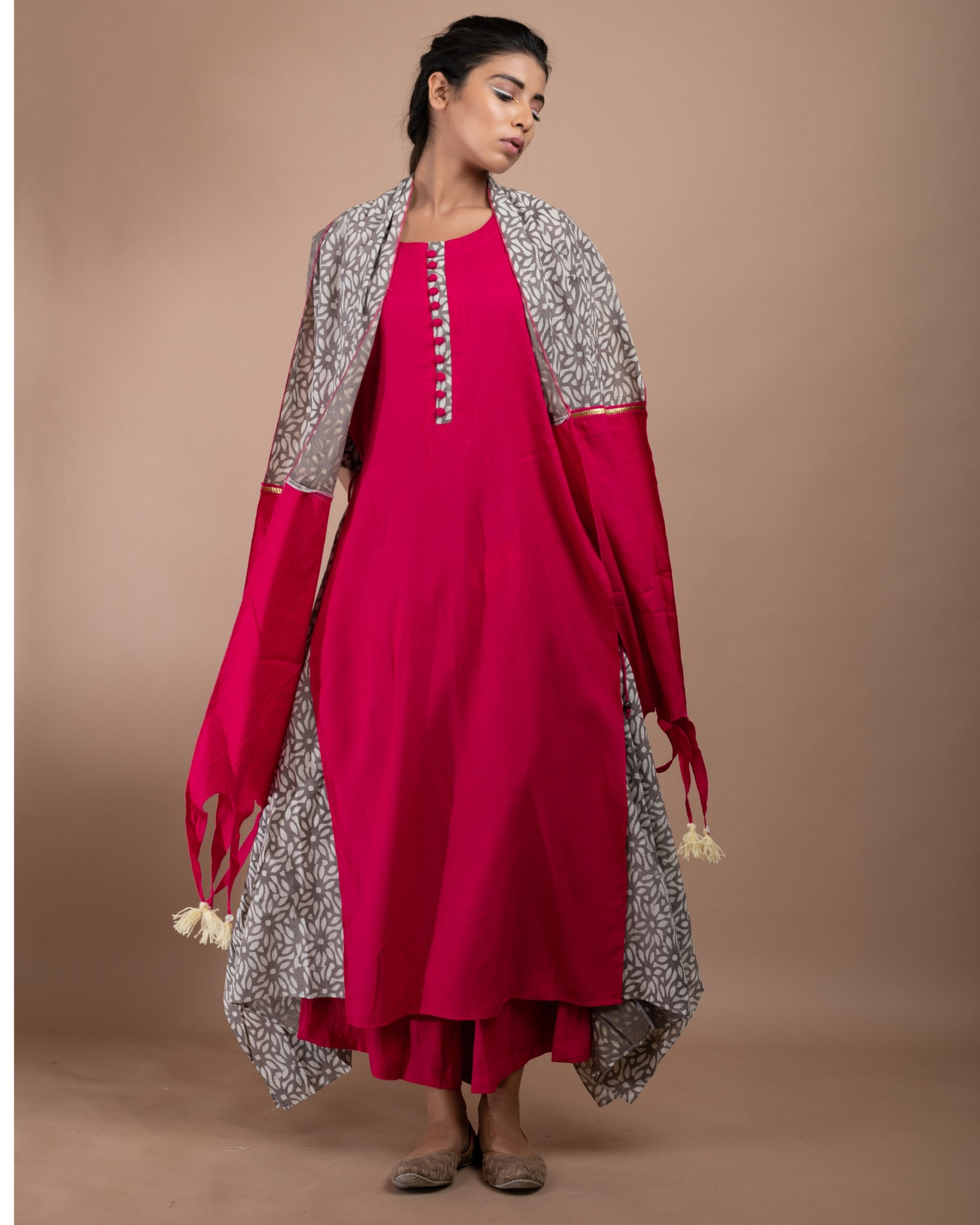 Pink and grey printed double layered kurta and pants with stole- Set Of Three