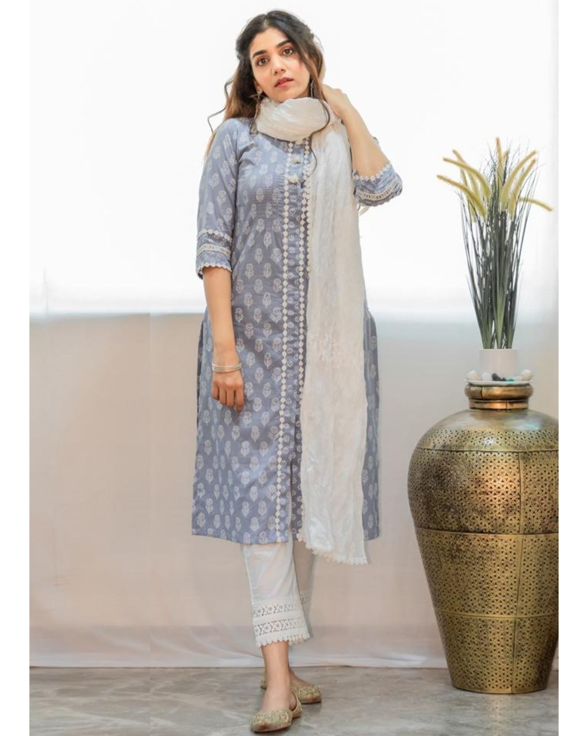 Grey khari block printed kurta with pants and crinkled dupatta - Set Of Three