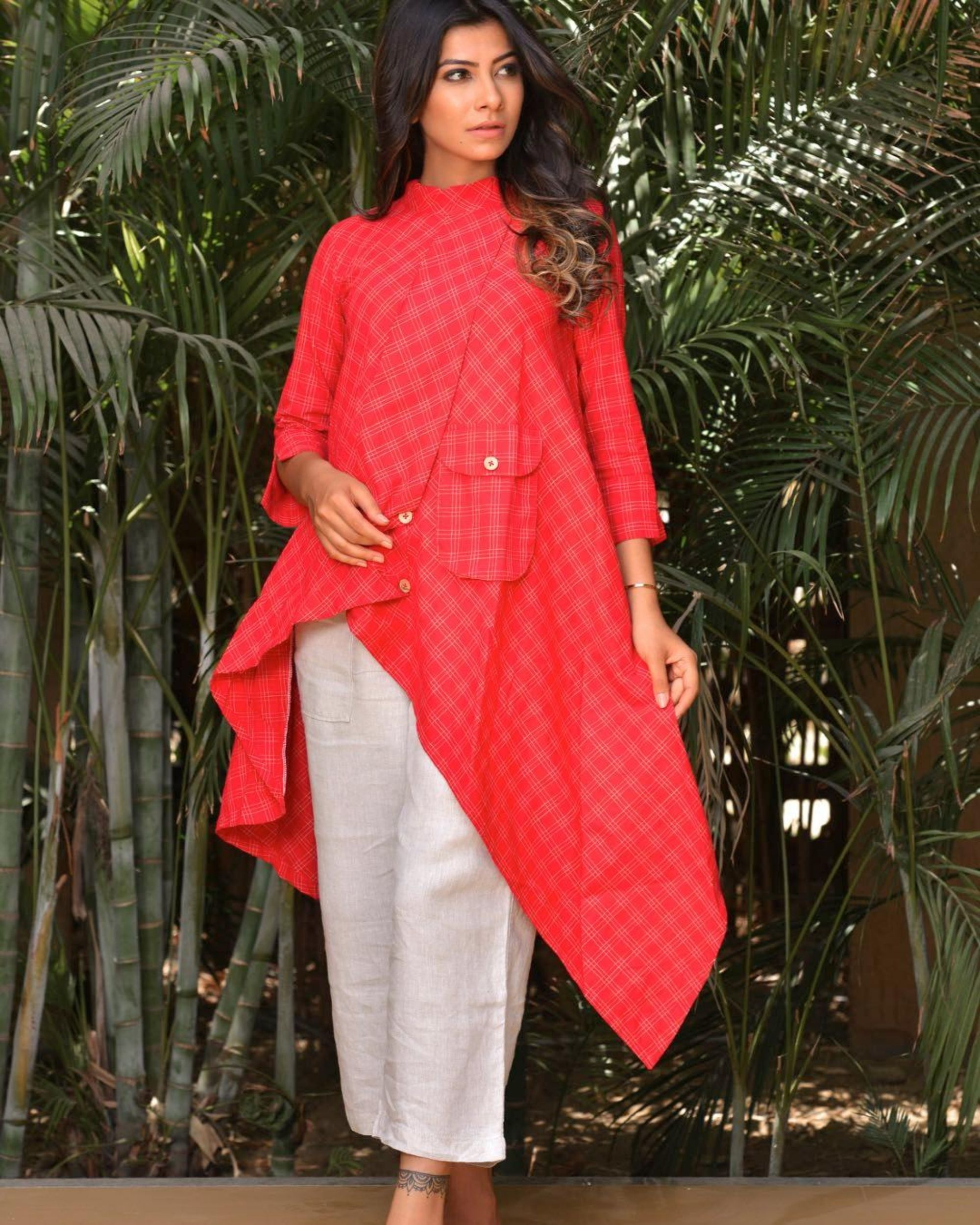 Red tail cut kurta with pocket detailing