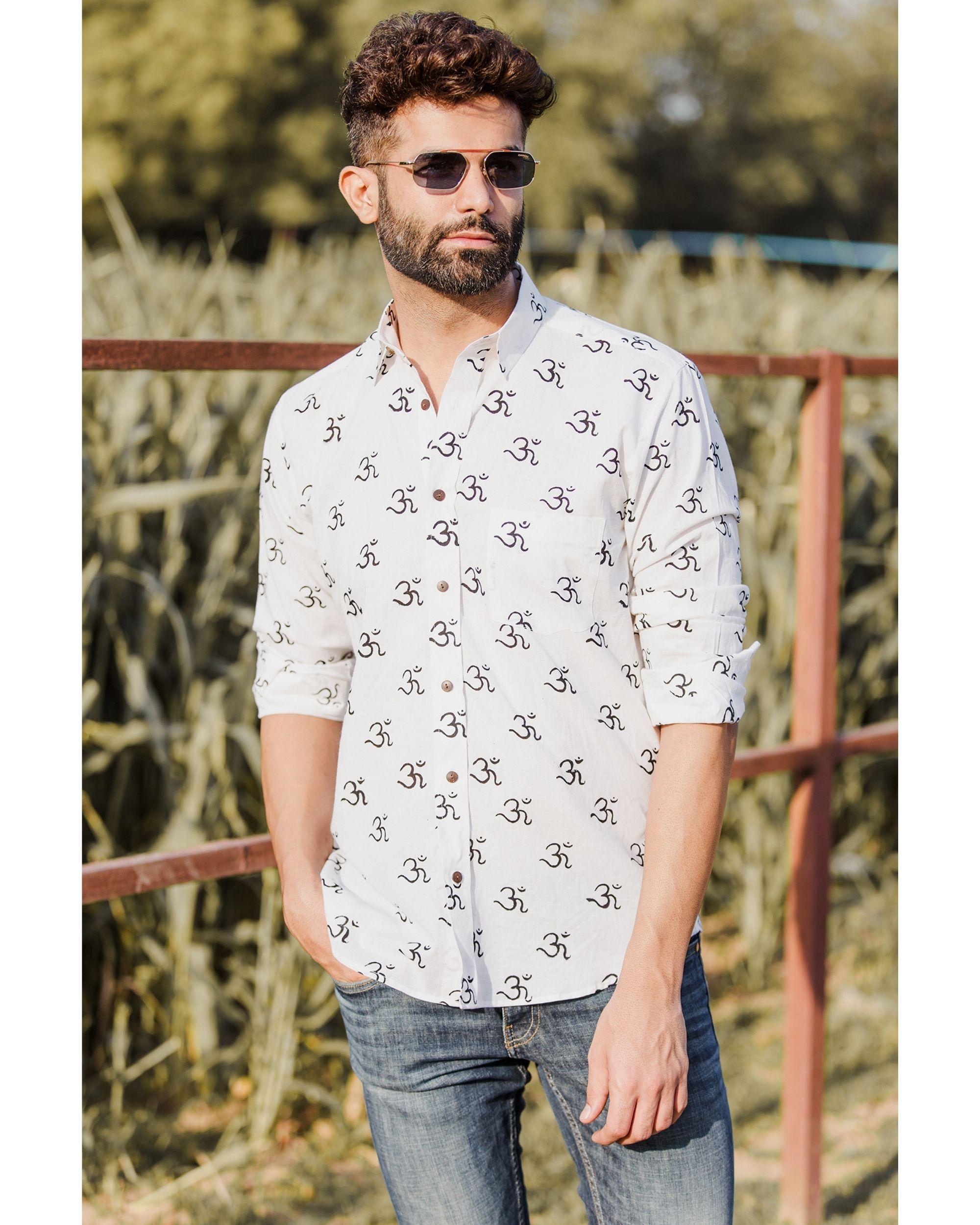 White om motif printed shirt