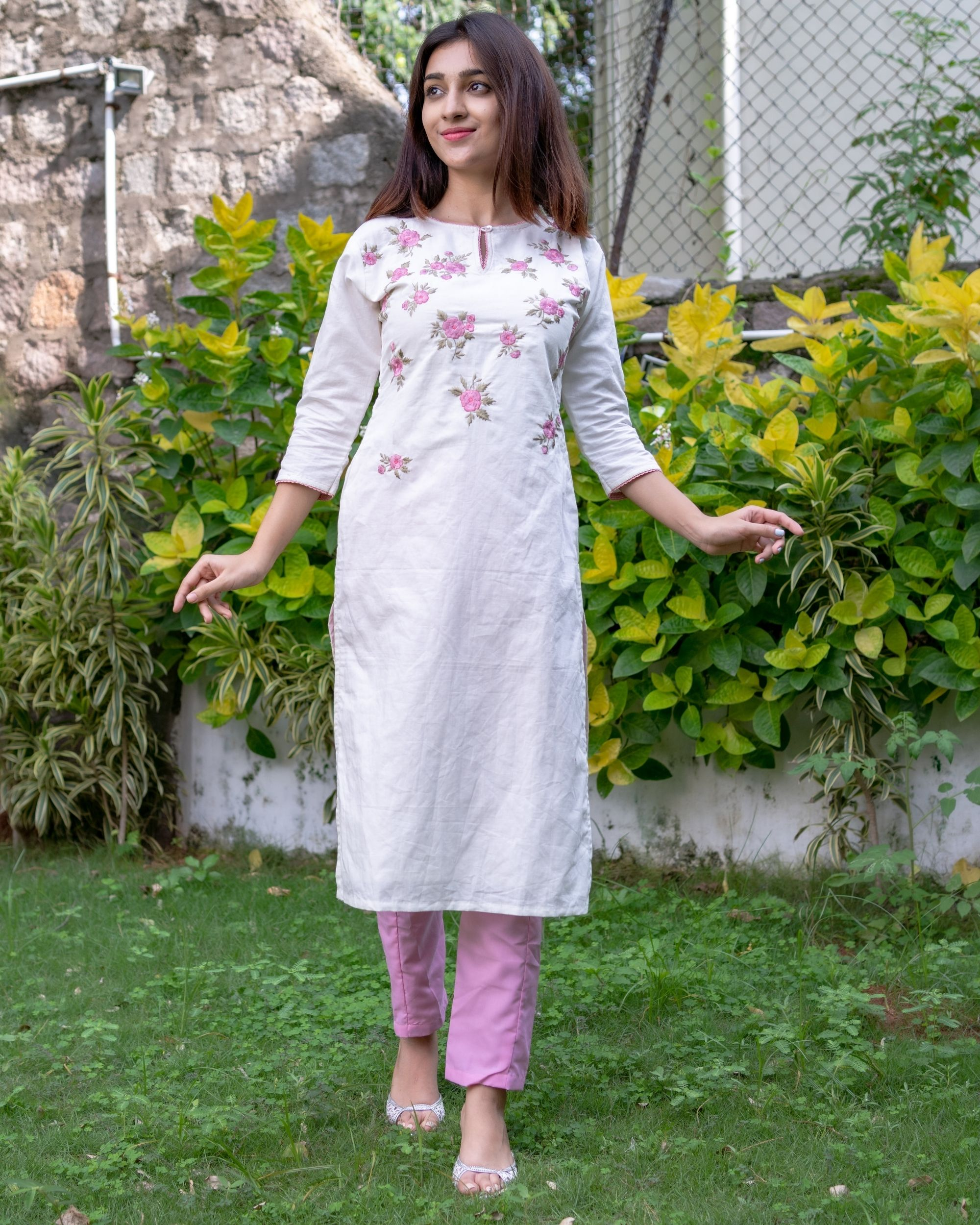 White and pink floral embroidered kurta with pants - Set Of Two