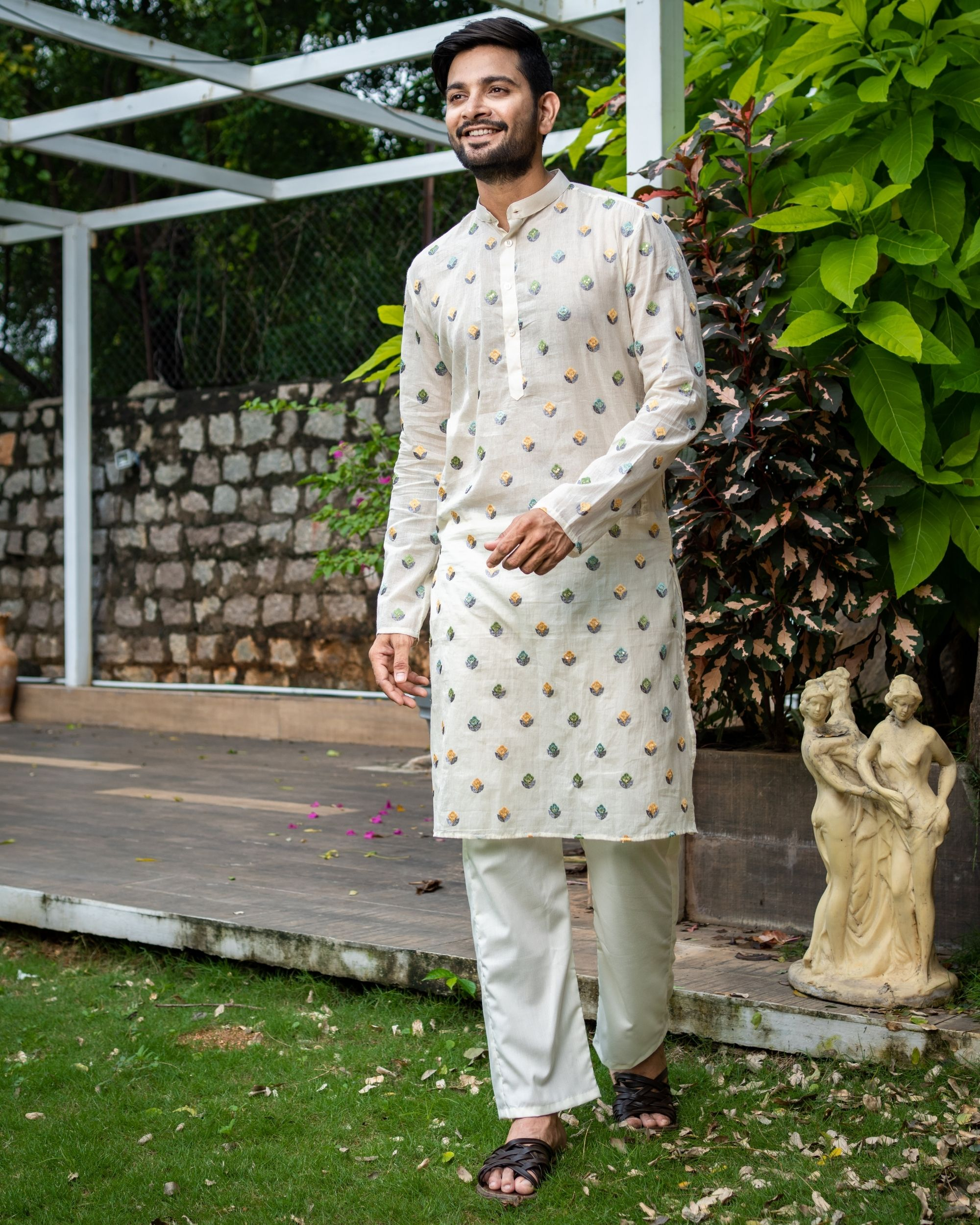 Off white embroidered kurta with pyjama - Set Of Two