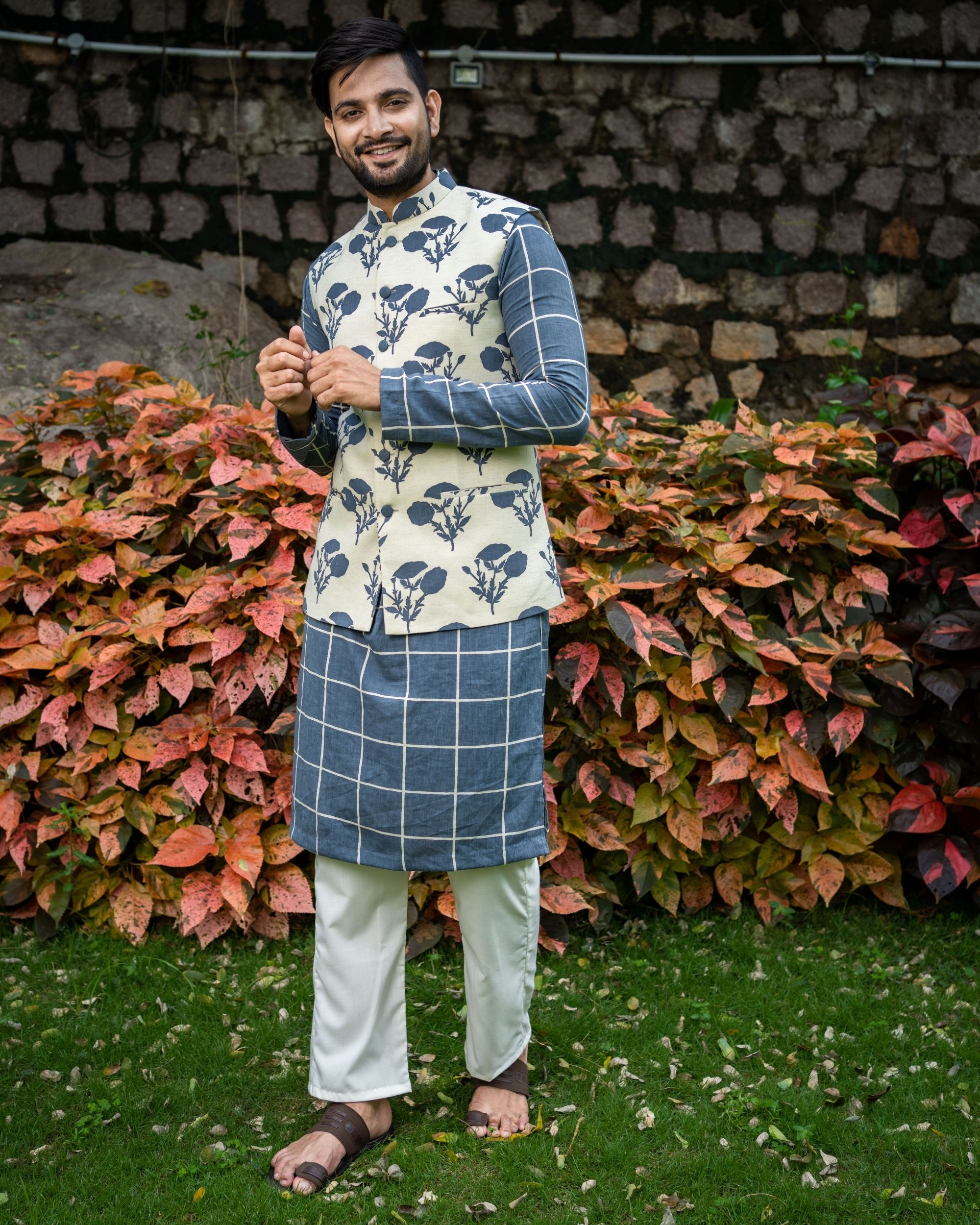 Grey checkered kurta and pyjama with floral printed nehru jacket - Set Of Three