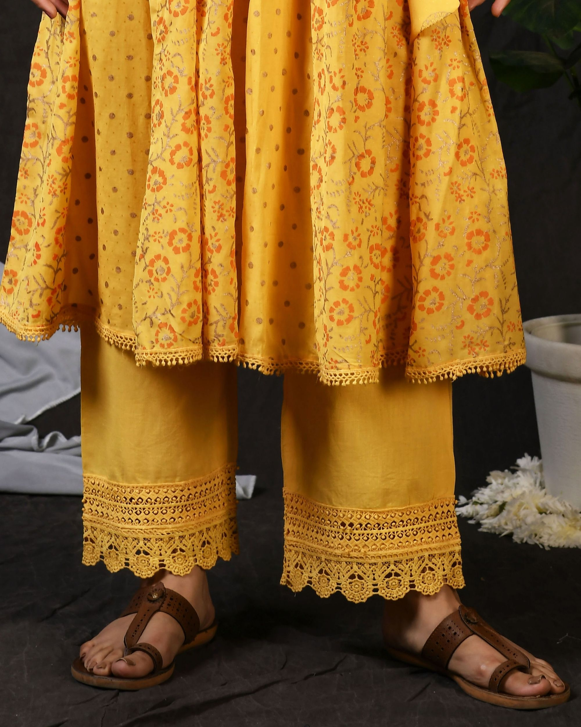 Yellow cotton pants with lace detailing